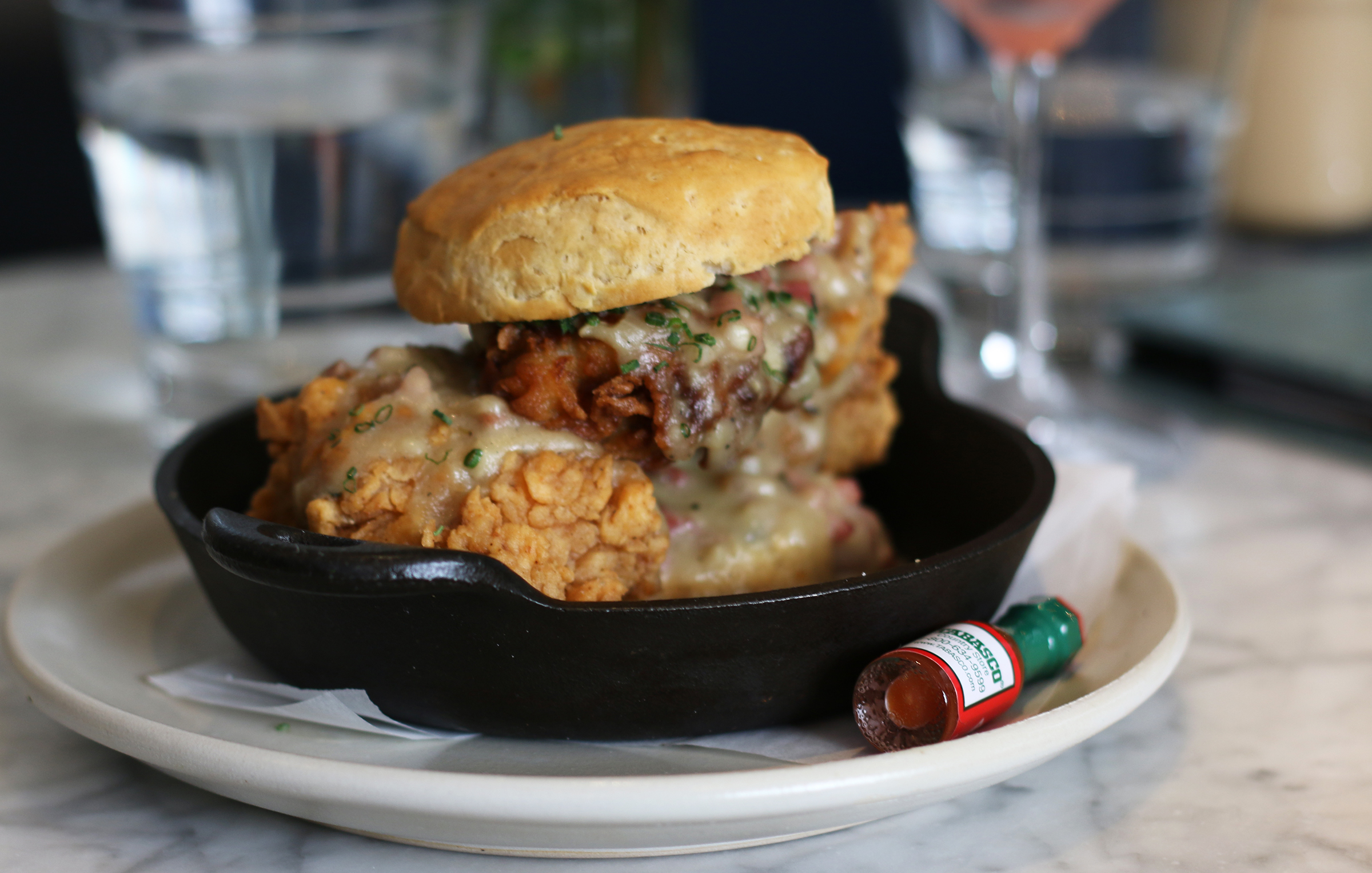 FRIED CHICKEN & BISCUITS : Herbed Country Gravy