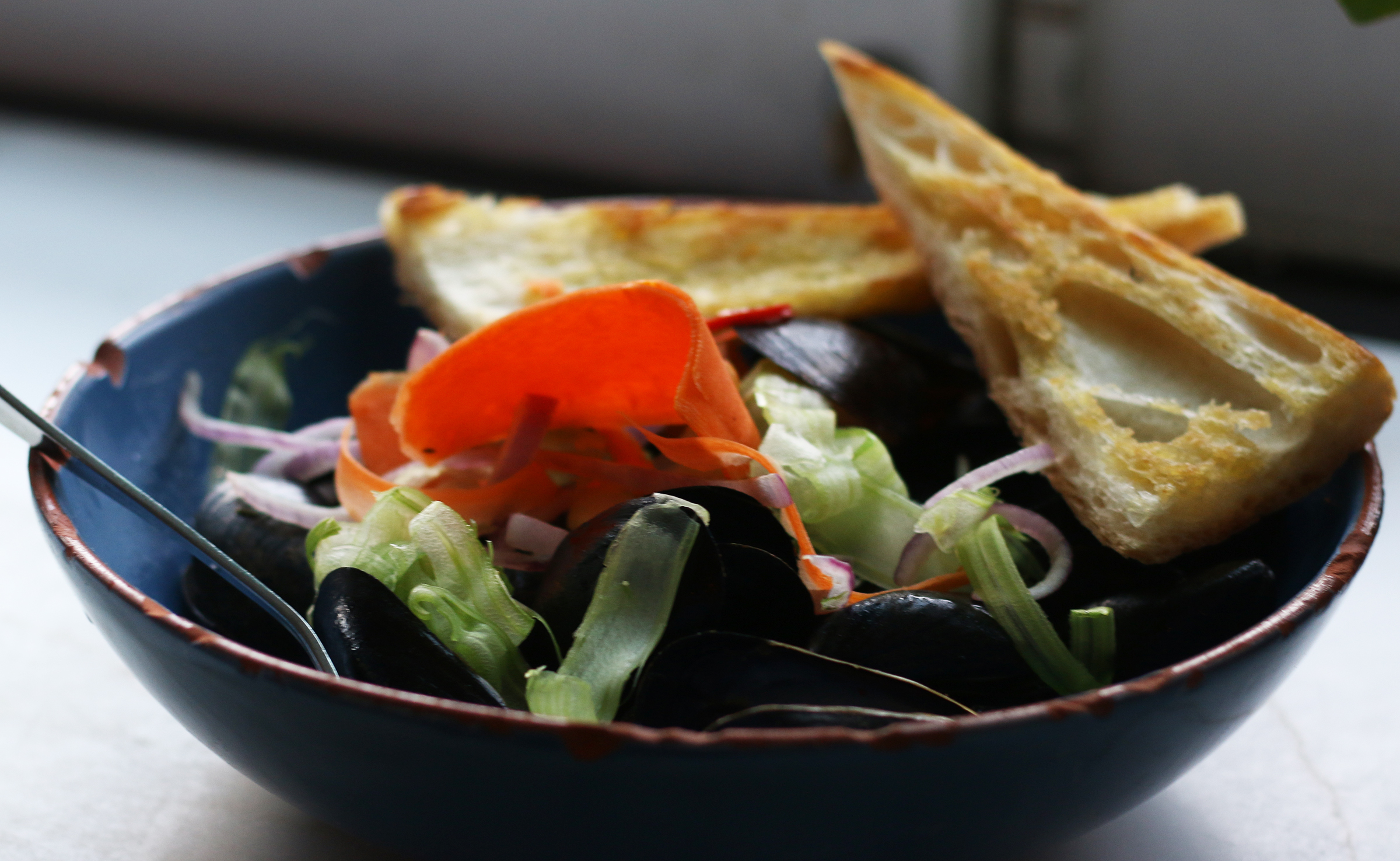 Mussels : house guanciale, serrano peppers, smoked broth & house baked bread