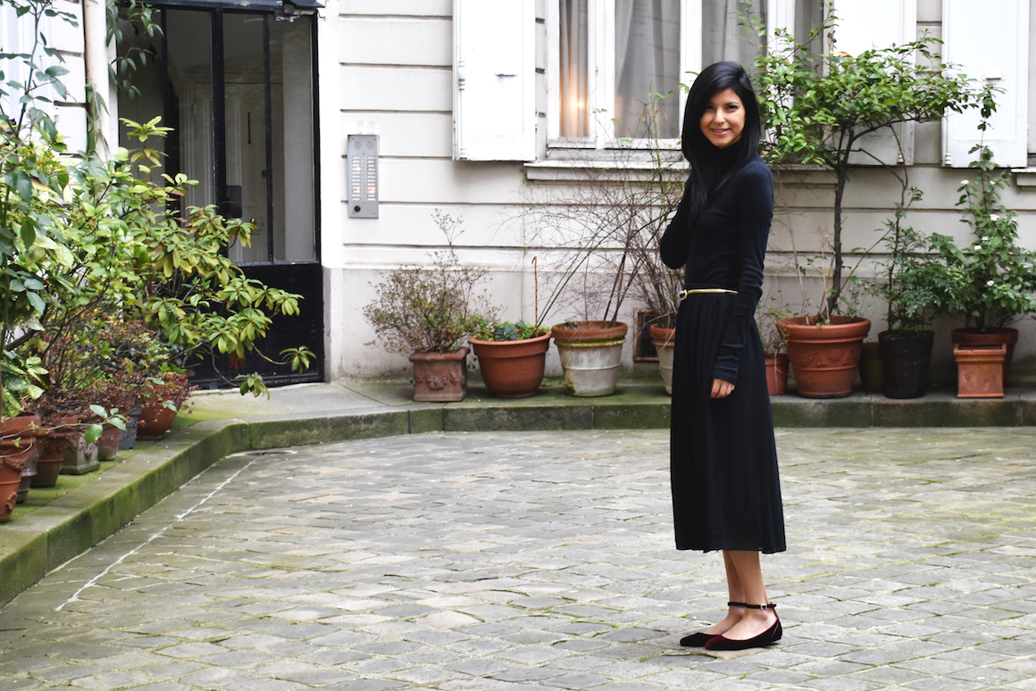 All black turtleneck and skirt outfit // A Week Of Vegan Outfits With Christina Pippin Of finny + dill