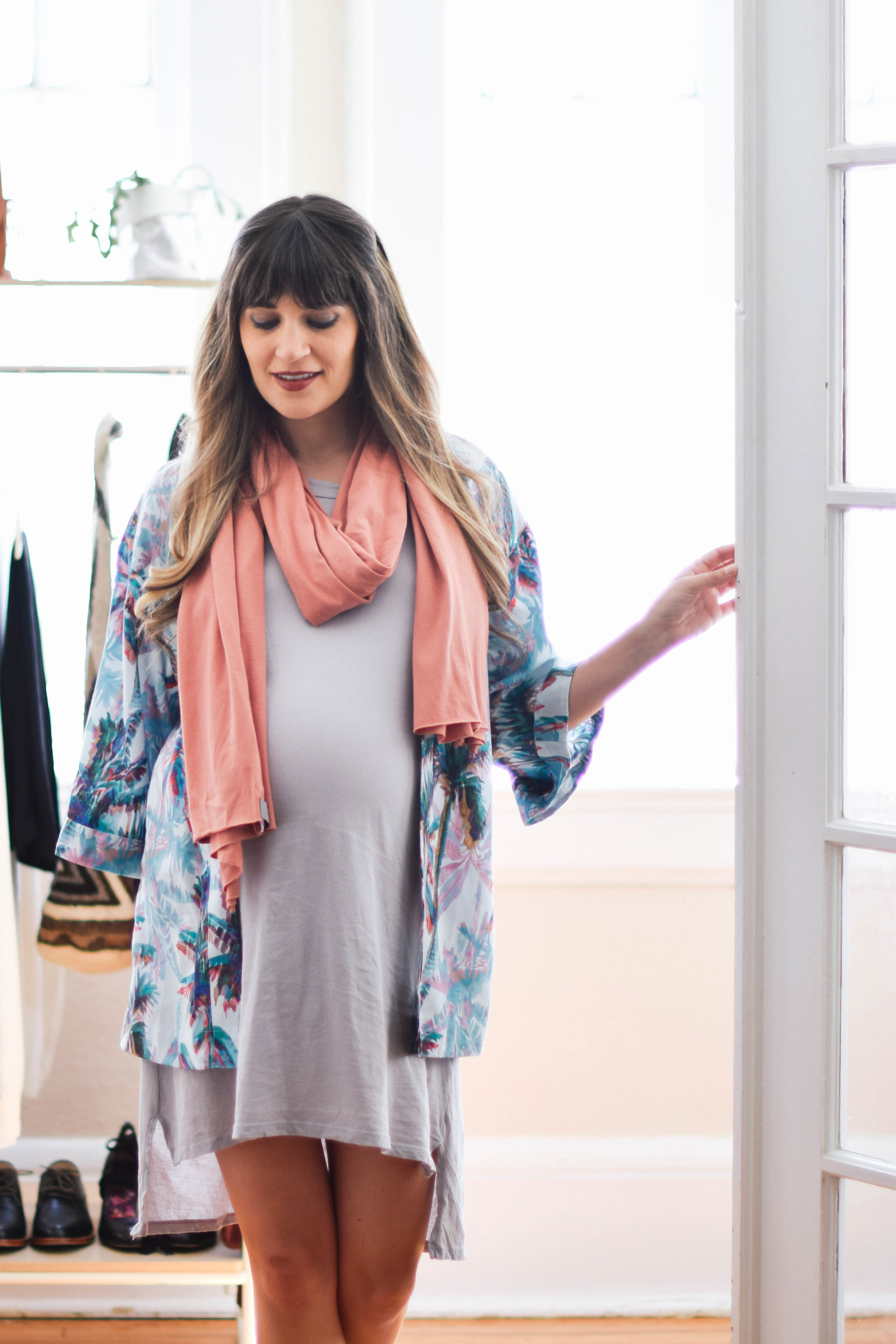Essential oils scarf and blue kimono for chilly days // A Week Of Sustainable Maternity Outfits With Natalie Kay Smith From Sustainably Chic on The Good Trade