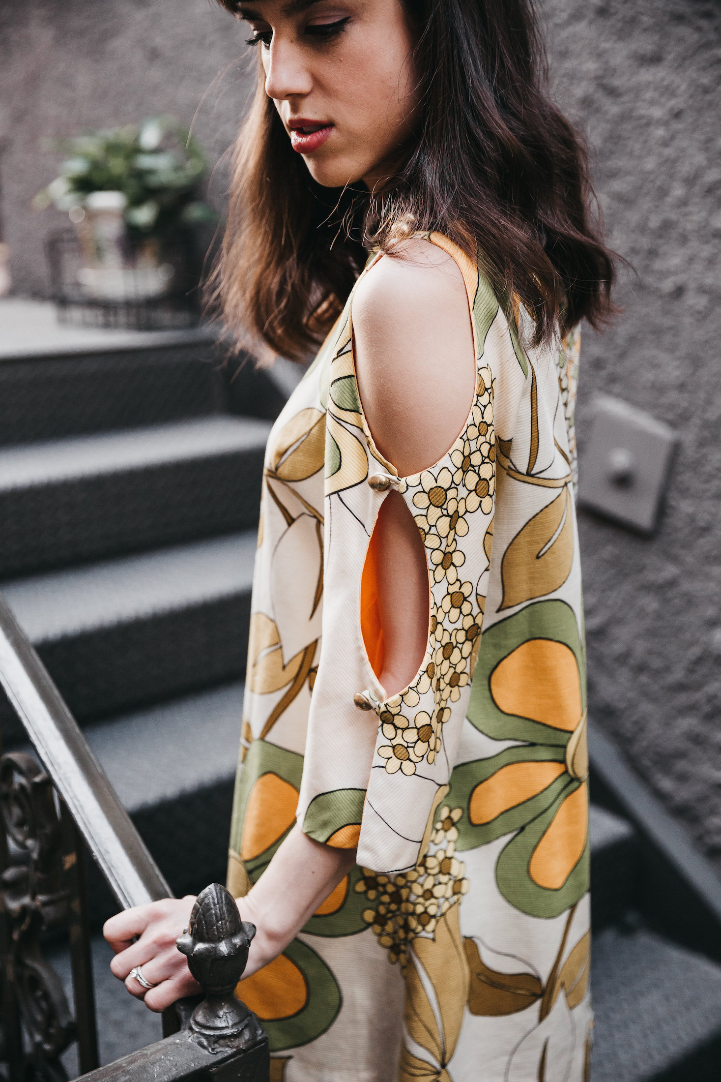 Sleeve detail on a 1970s vintage dress // A Week Of Bright & Bold Ethical Outfits With Michelle Chavez From Michelle For Good on The Good Trade