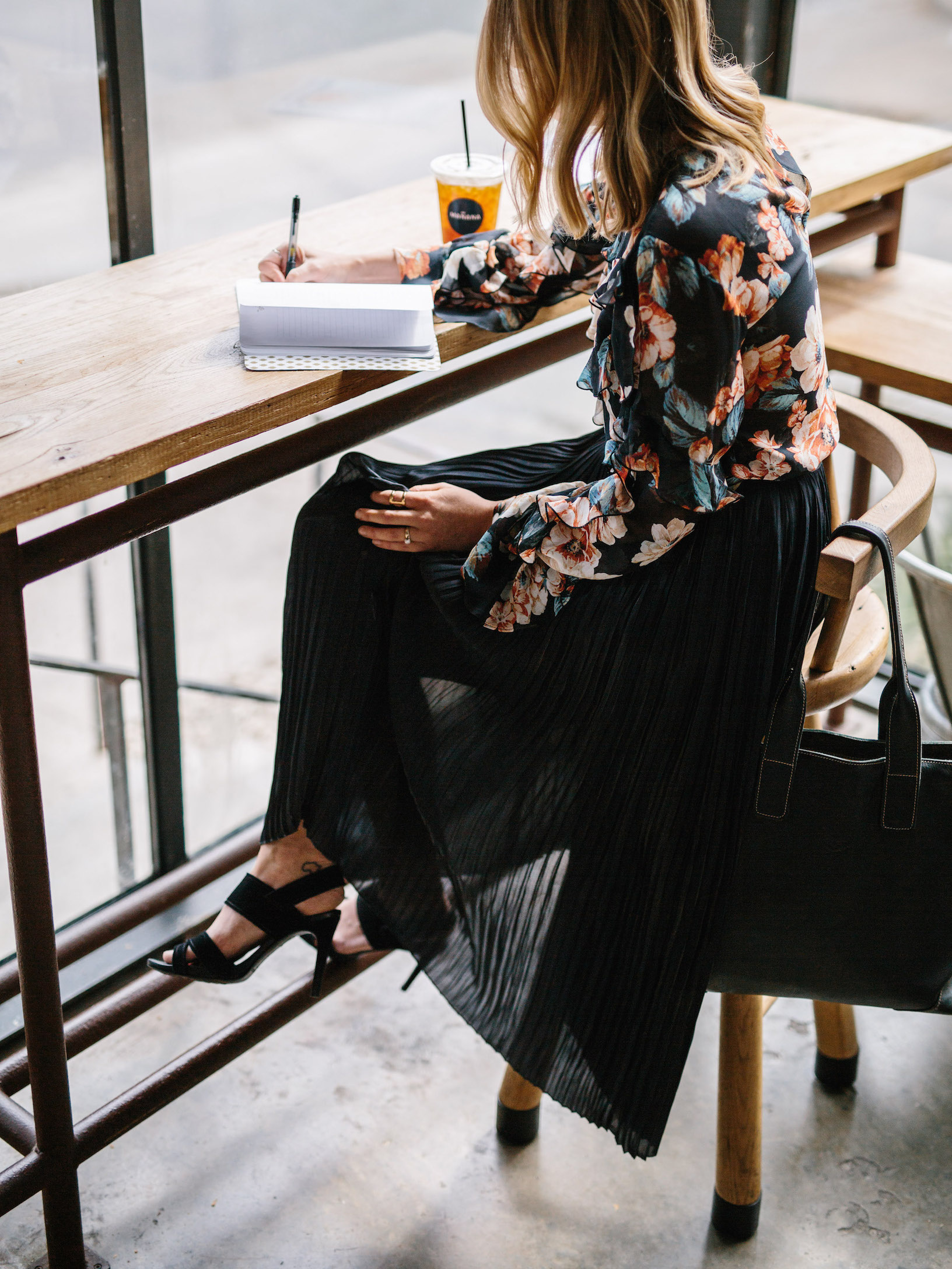 Feminine professional workwear // A Week Of Summertime Minimalist Outfits With Ava Darnell, Founder Of Slumlove Sweater Company on The Good Trade