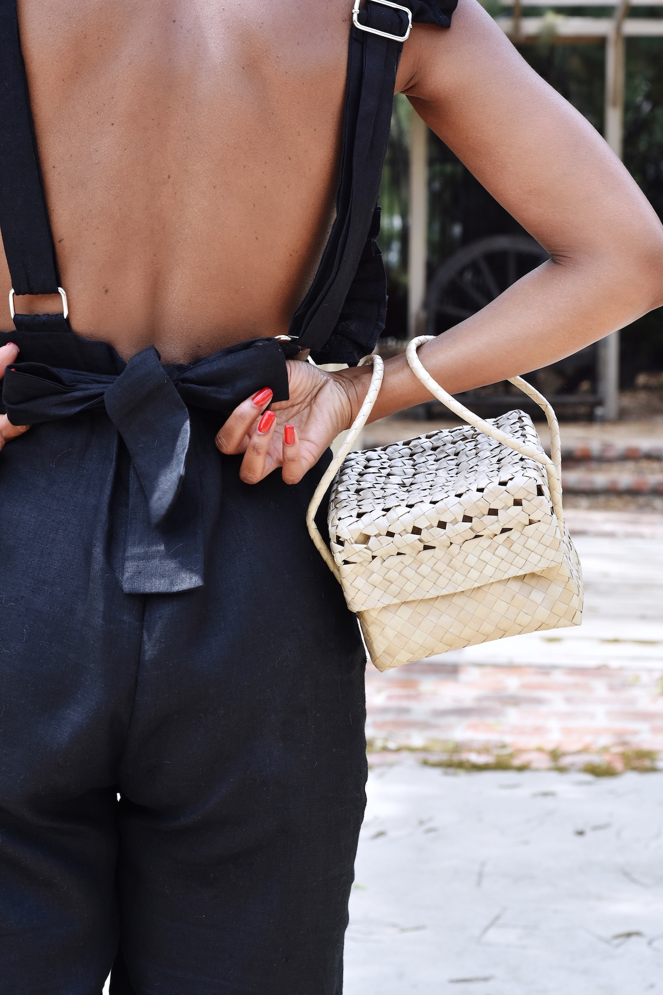 Woven bag for summer // A Week Of Sophisticated Slow Fashion Outfits With Tennille Murphy From The Tennille Life on The Good Trade