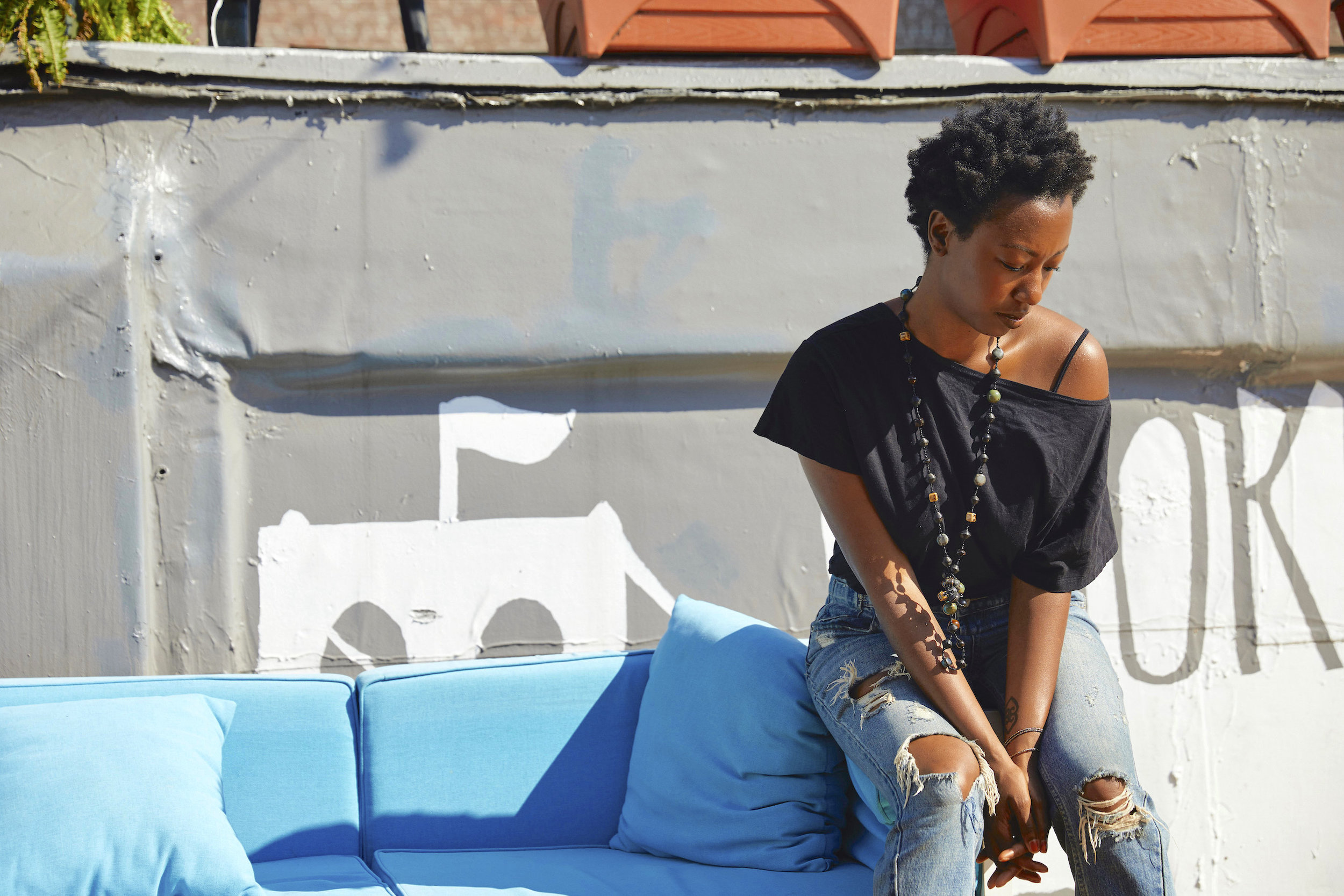 Black tee and distressed denim outfit // A Week Of Outfits With Dominique Drakeford, Founder Of Melanin & Sustainable Style on The Good Trade