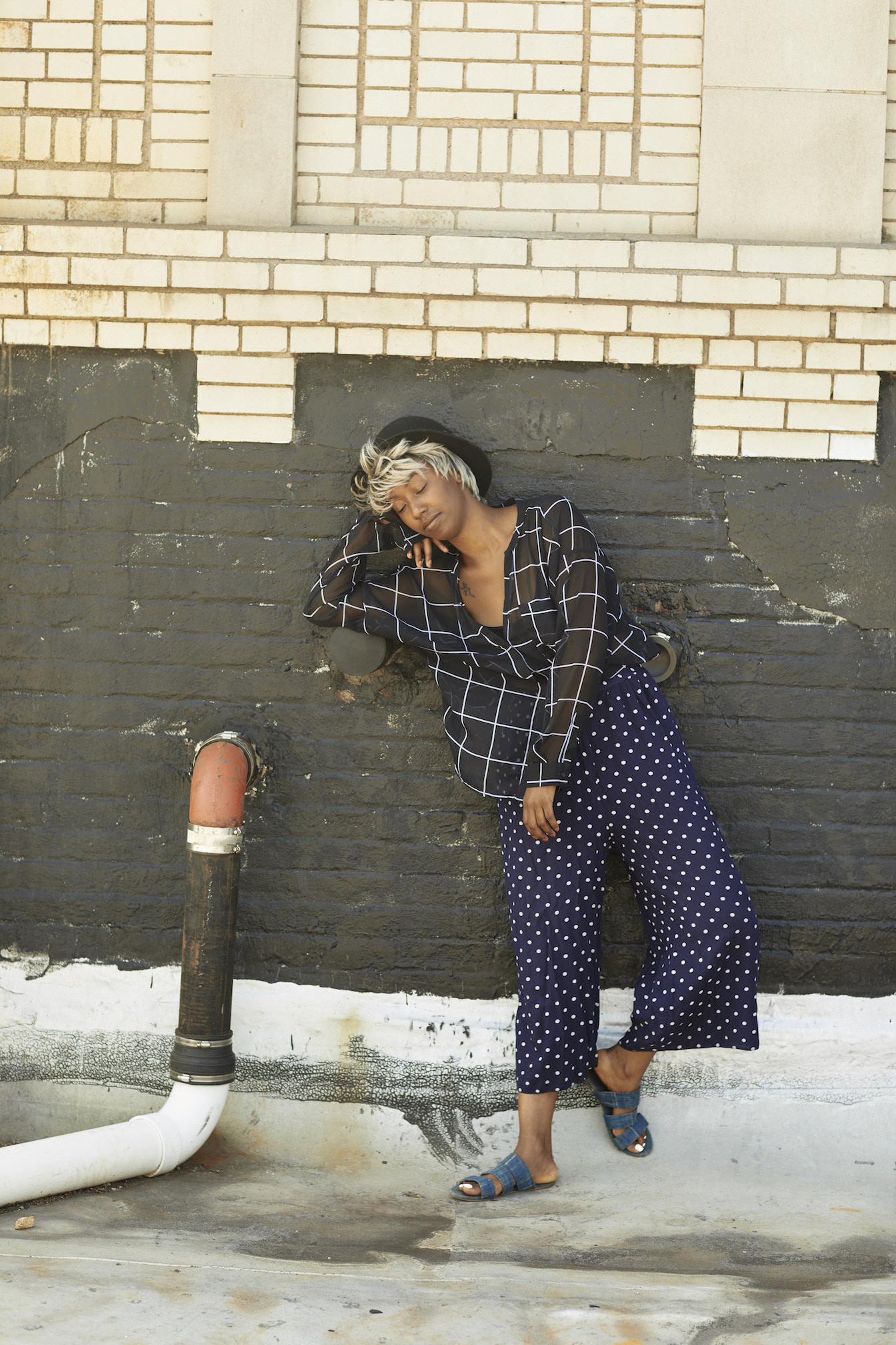 Pattern mixing for weekend outfit // A Week Of Outfits With Dominique Drakeford, Founder Of Melanin & Sustainable Style on The Good Trade
