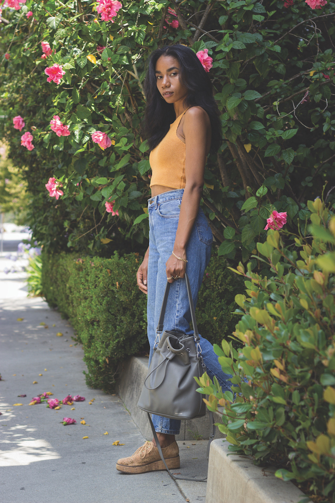 Casual mom jean outfit // A Week Of Hollywood-Inspired Outfits With Conscious Style Blogger Jeneice Thompson on The Good Trade