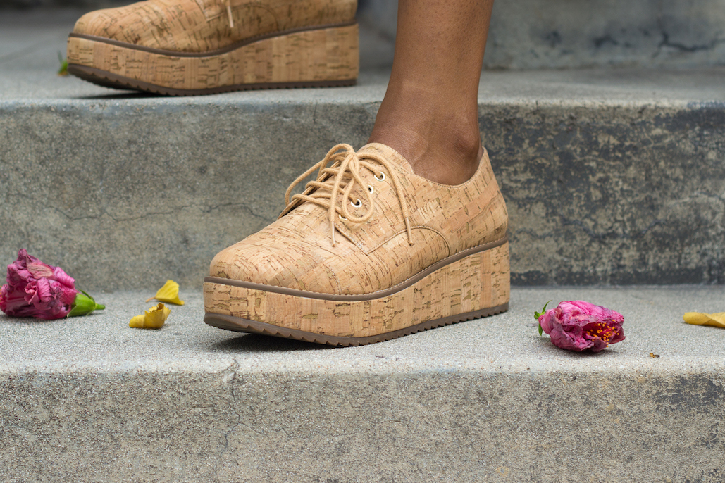 Secondhand cork platform oxfords // A Week Of Hollywood-Inspired Outfits With Conscious Style Blogger Jeneice Thompson on The Good Trade