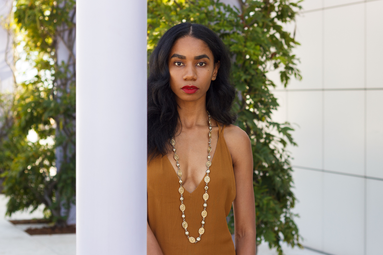 Hollywood glamor-inspired outfit with gold necklace // A Week Of Hollywood-Inspired Outfits With Conscious Style Blogger Jeneice Thompson on The Good Trade