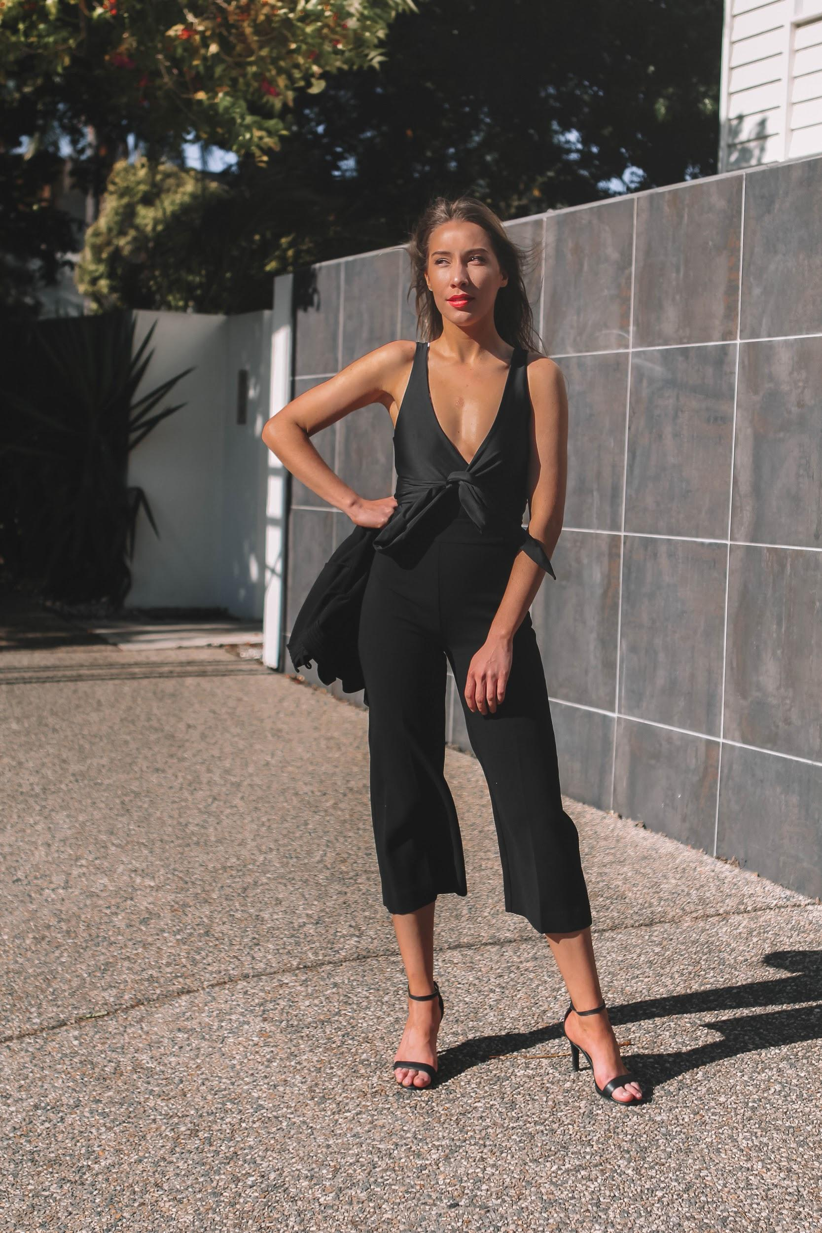 All black outfit with red lips | A Week Of Consciously Curated Outfits With Amber Boyers, Founder Of BAIIA And The Conscious Cut on The Good Trade