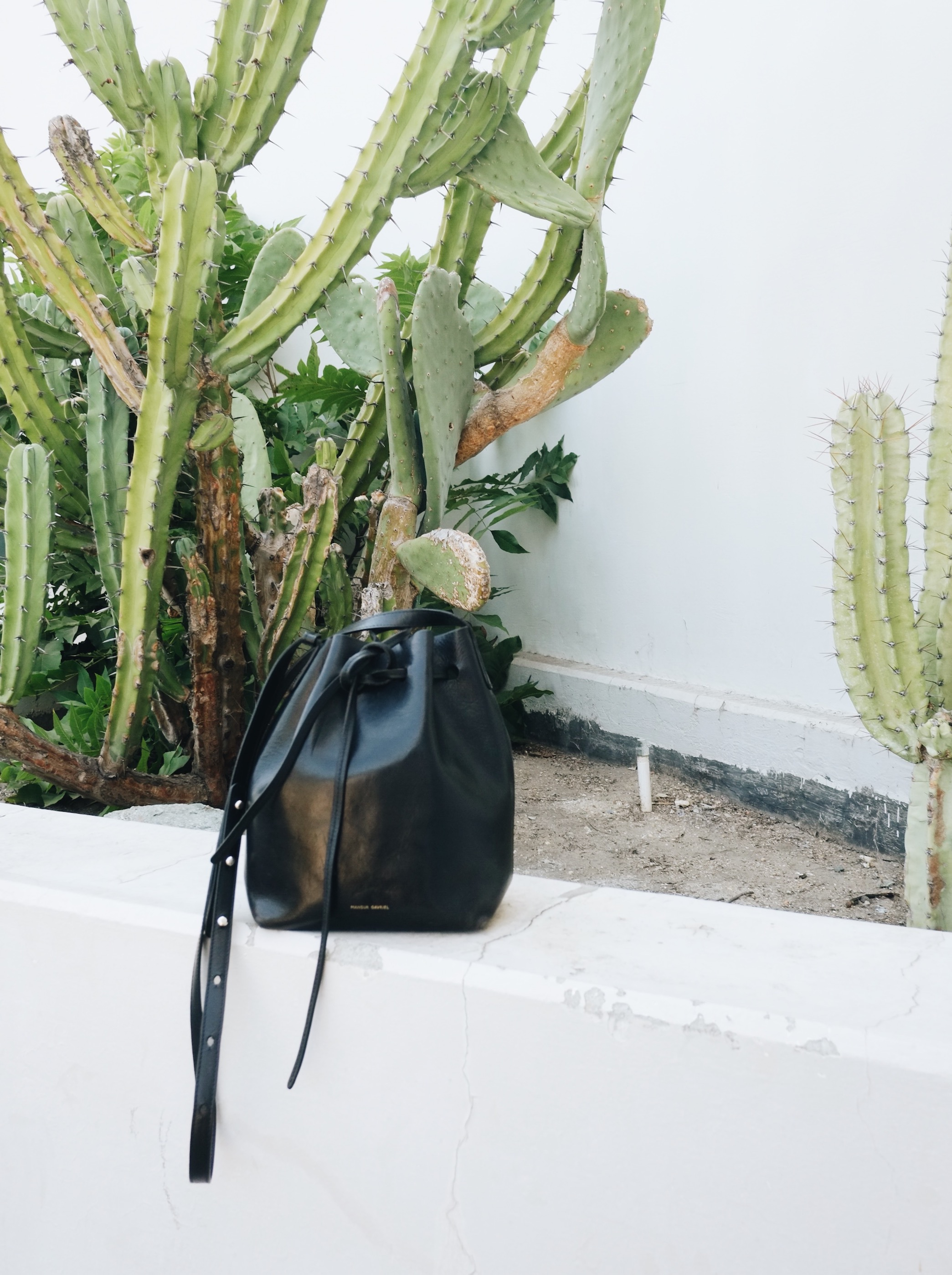 Secondhand bucket bag // A Week Of Minimalist Uniform Outfits With Jasmine Hwang From The Pleb Life on The Good Trade