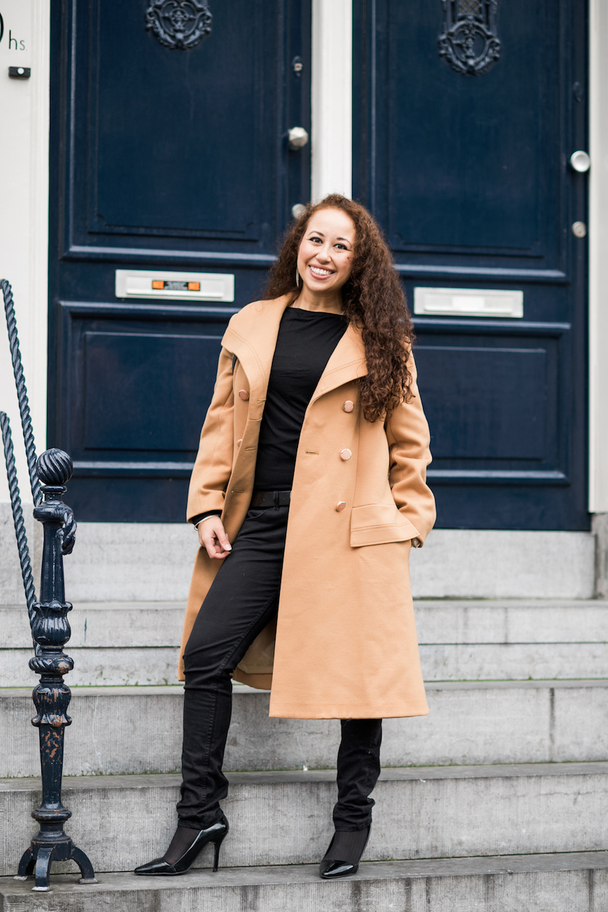 Brown and black fall outfit // A Week Of Modern & Cozy Fall Outfits With Lifestyle Blogger & Life Coach Hailey Noa on The Good Trade
