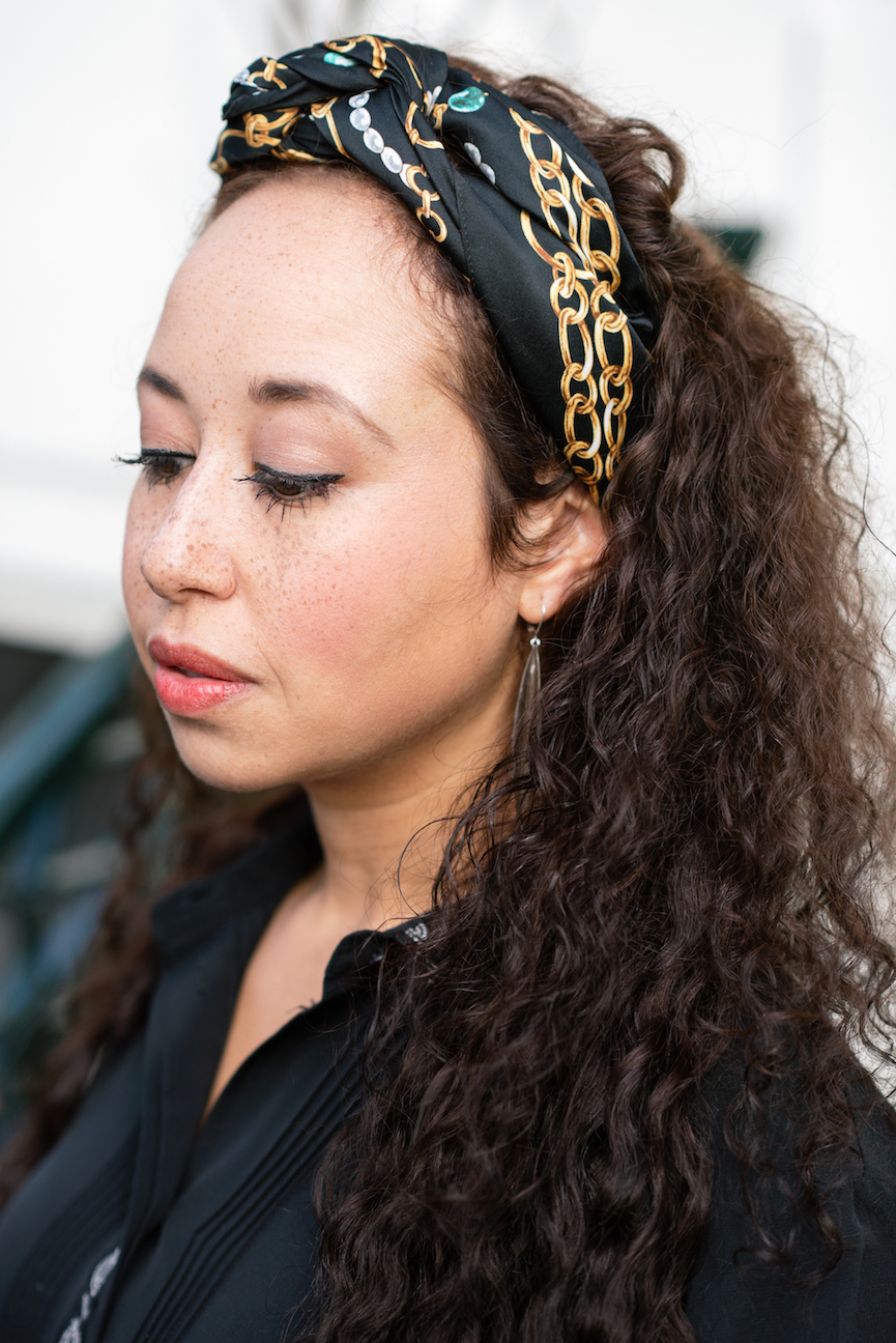 Wearing a scarf as a headband // A Week Of Modern & Cozy Fall Outfits With Lifestyle Blogger & Life Coach Hailey Noa on The Good Trade