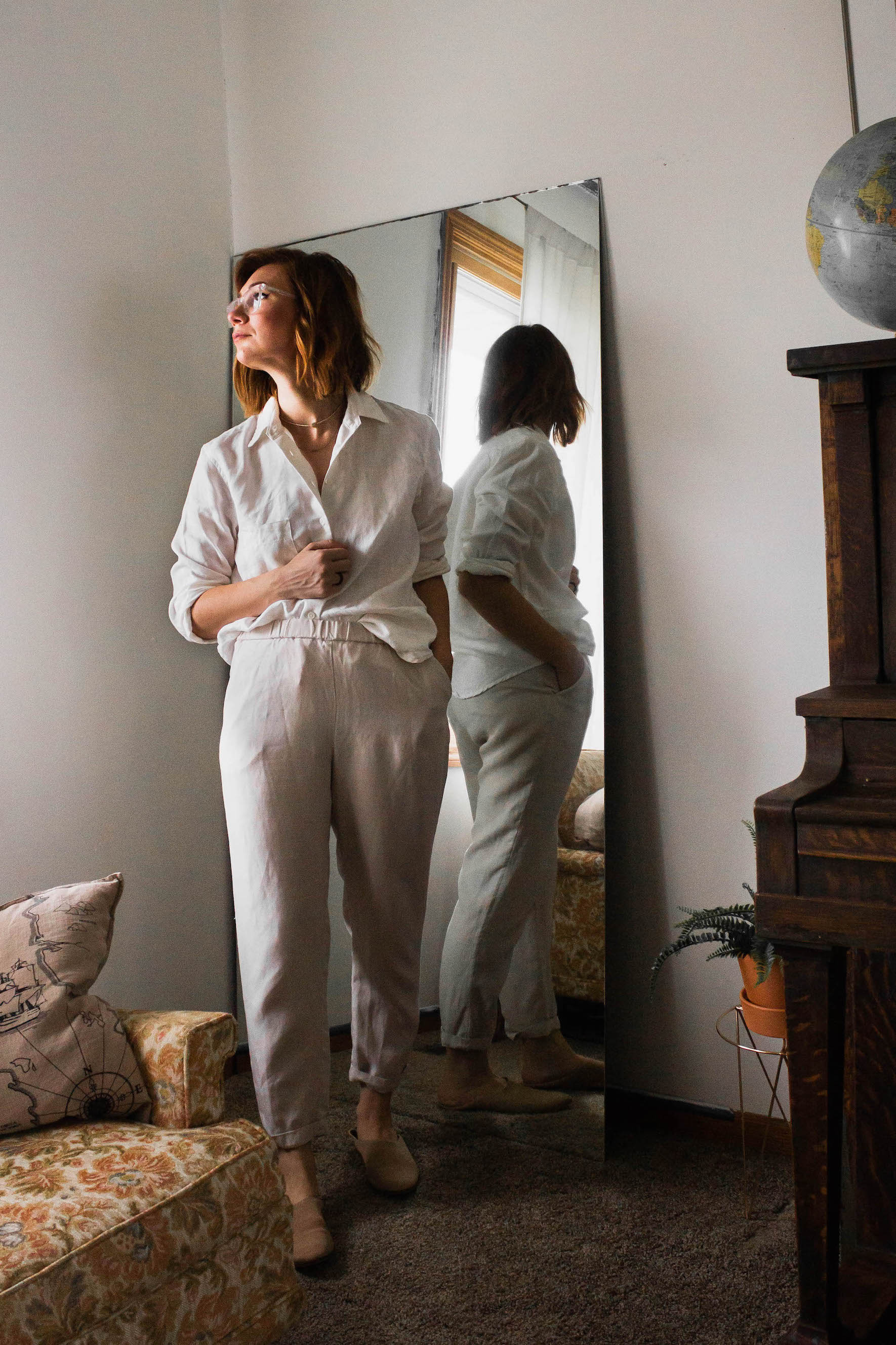 Cream and white linen outfit - A Week Of Easy & Sophisticated Outfits With Karin Rambo From Truncation on The Good Trade
