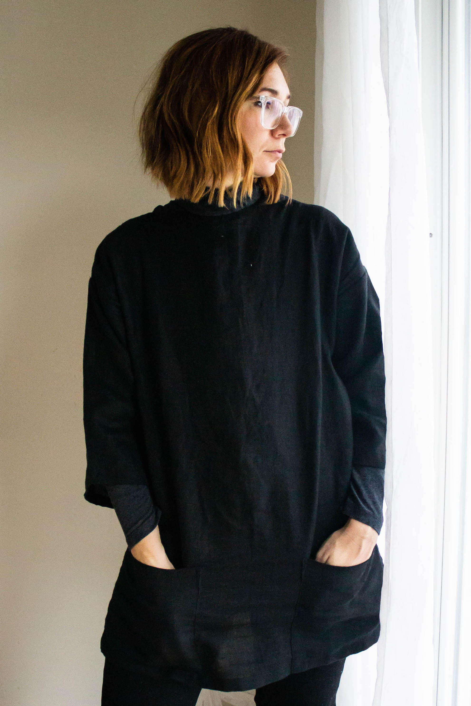 All black outfit with linen top - A Week Of Easy & Sophisticated Outfits With Karin Rambo From Truncation on The Good Trade