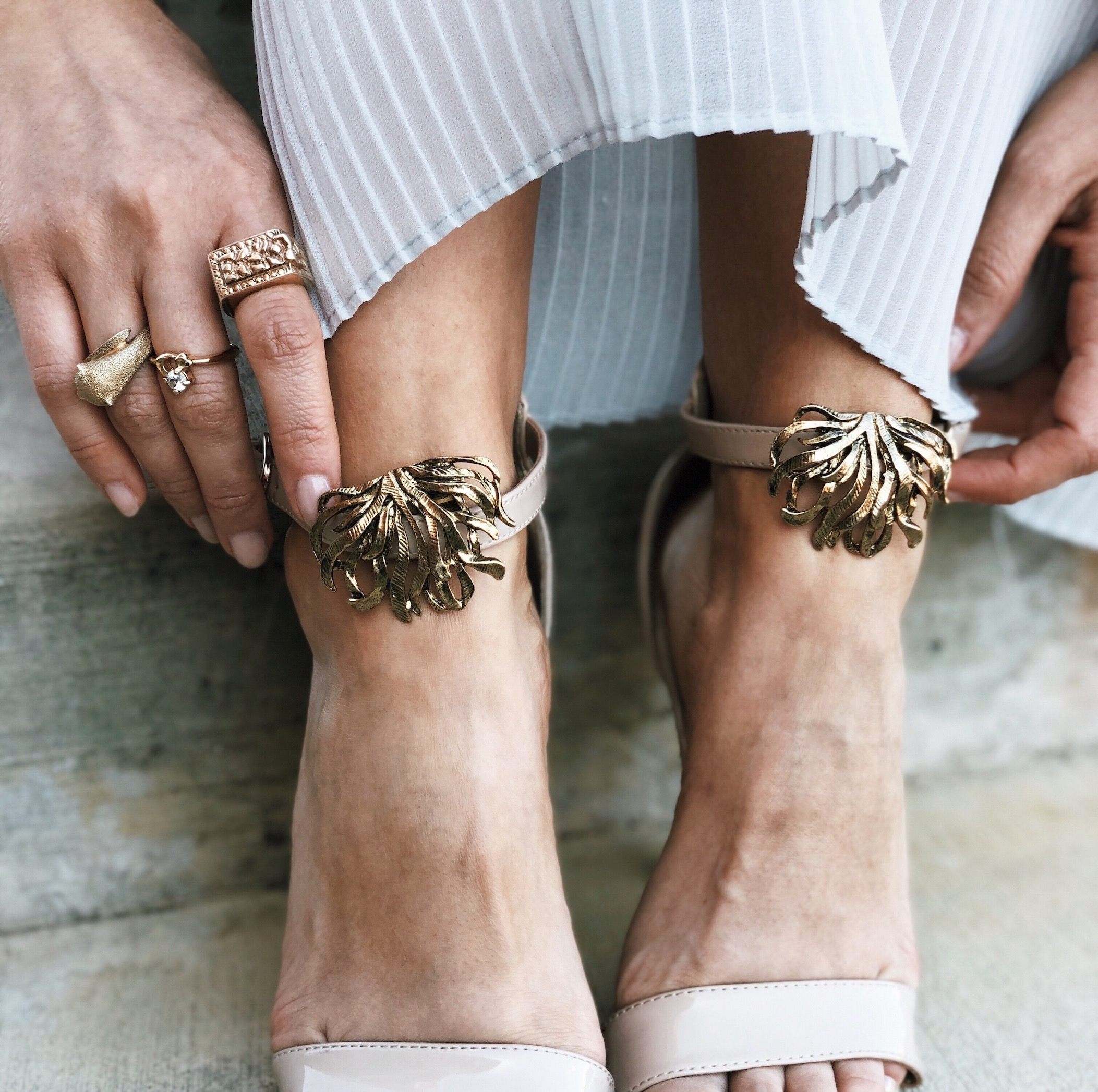 Clip on shoe accessories - A Week Of Cruelty-Free Outfits & Vegan Beauty With Jessica Salazar From All There August on The Good Trade