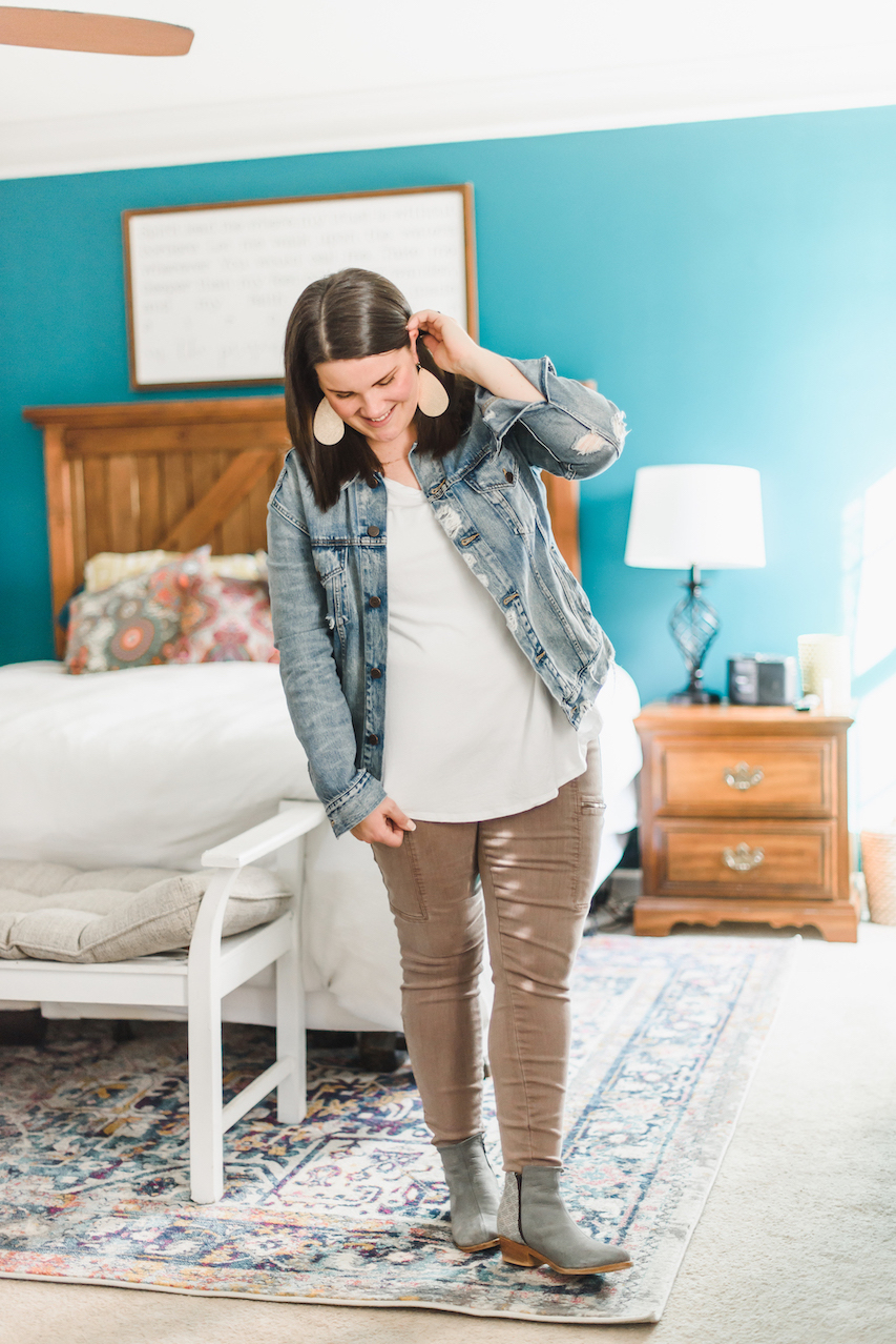 Casual denim jacket outfit // A Week Of Wearing Only 7 Pieces For 7 Days With Molly Stillman From Still Being Molly on The Good Trade