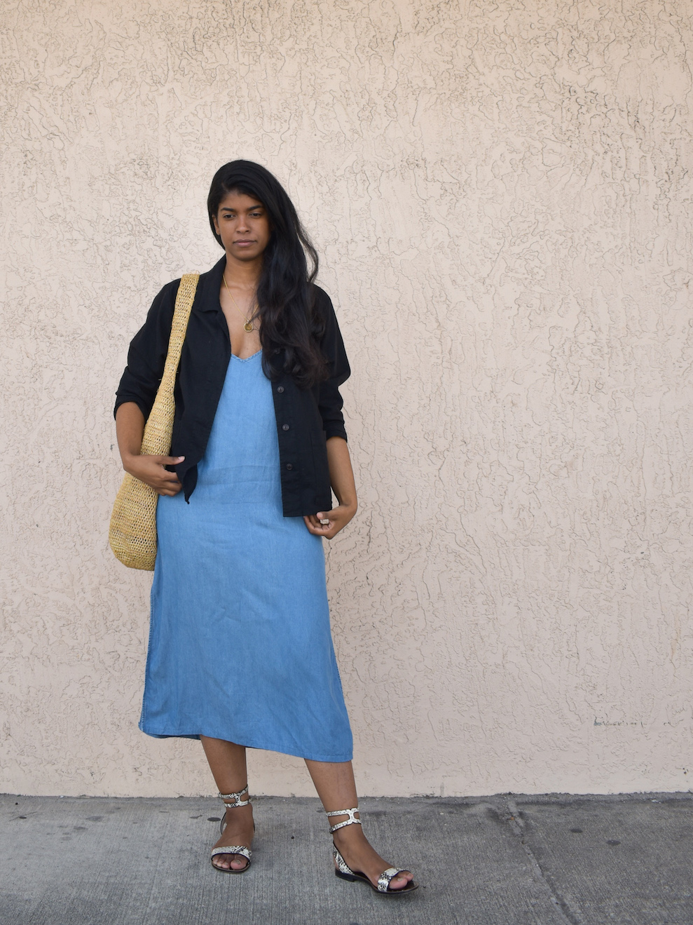 Straw Bag Loose Dress // Week Of Outfits With Élan Byrd On The Good Trade