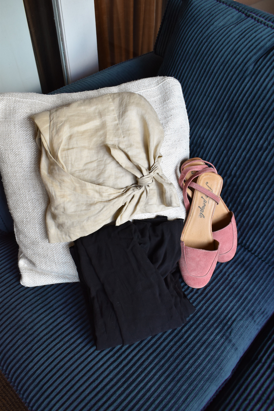 DIY Classic Vintage Pink Flats // Week Of Outfits With Élan Byrd On The Good Trade