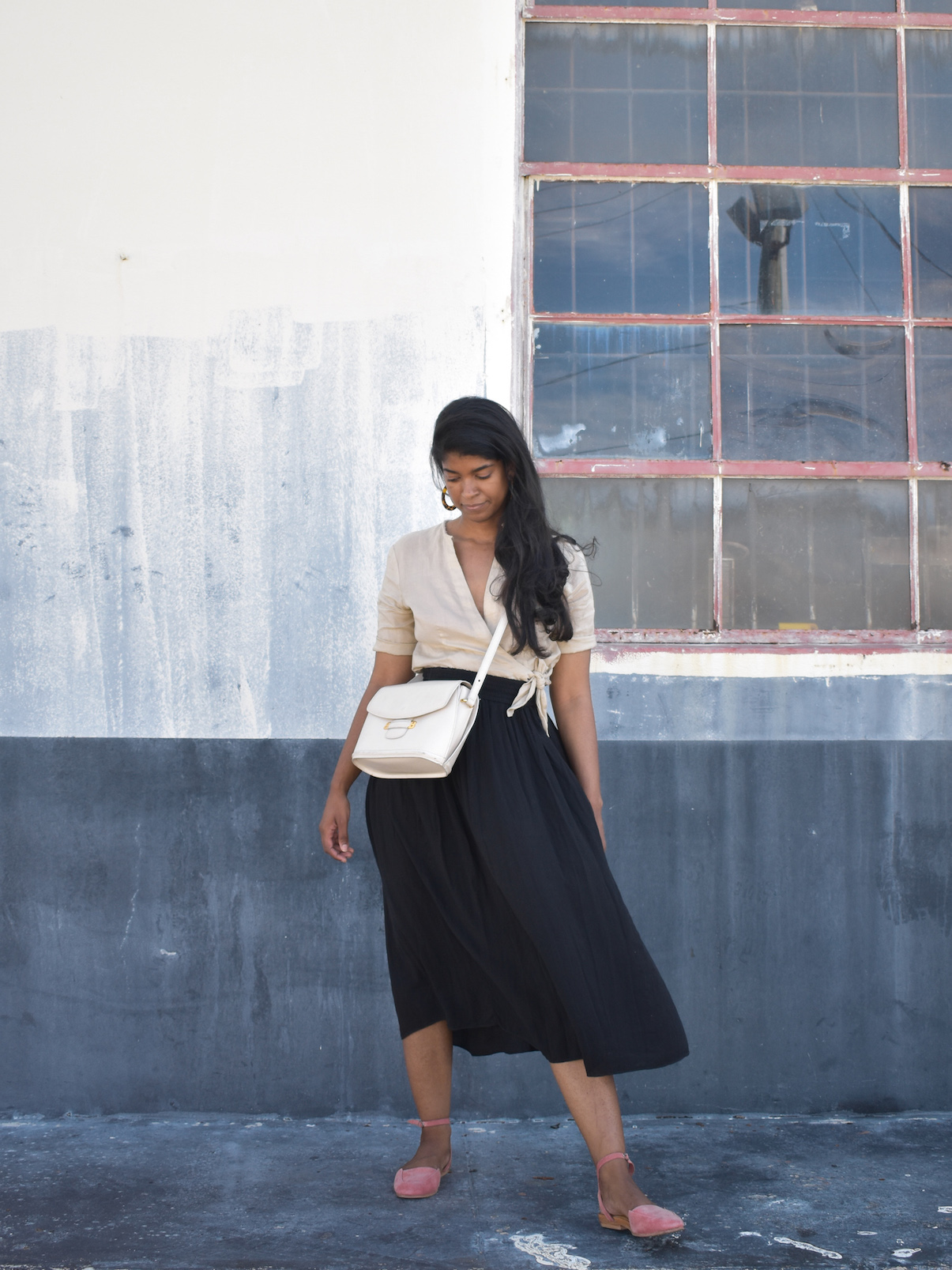 DIY Classic Vintage White Purse // Week Of Outfits With Élan Byrd On The Good Trade