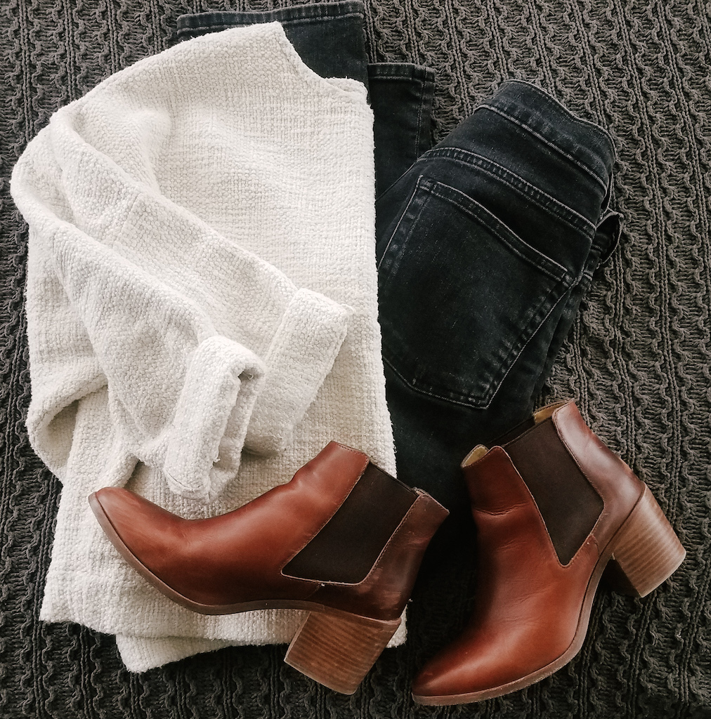 Comfy White Sweater Boots Casual Look // Week Of Outfits With Paige Marchi On The Good Trade