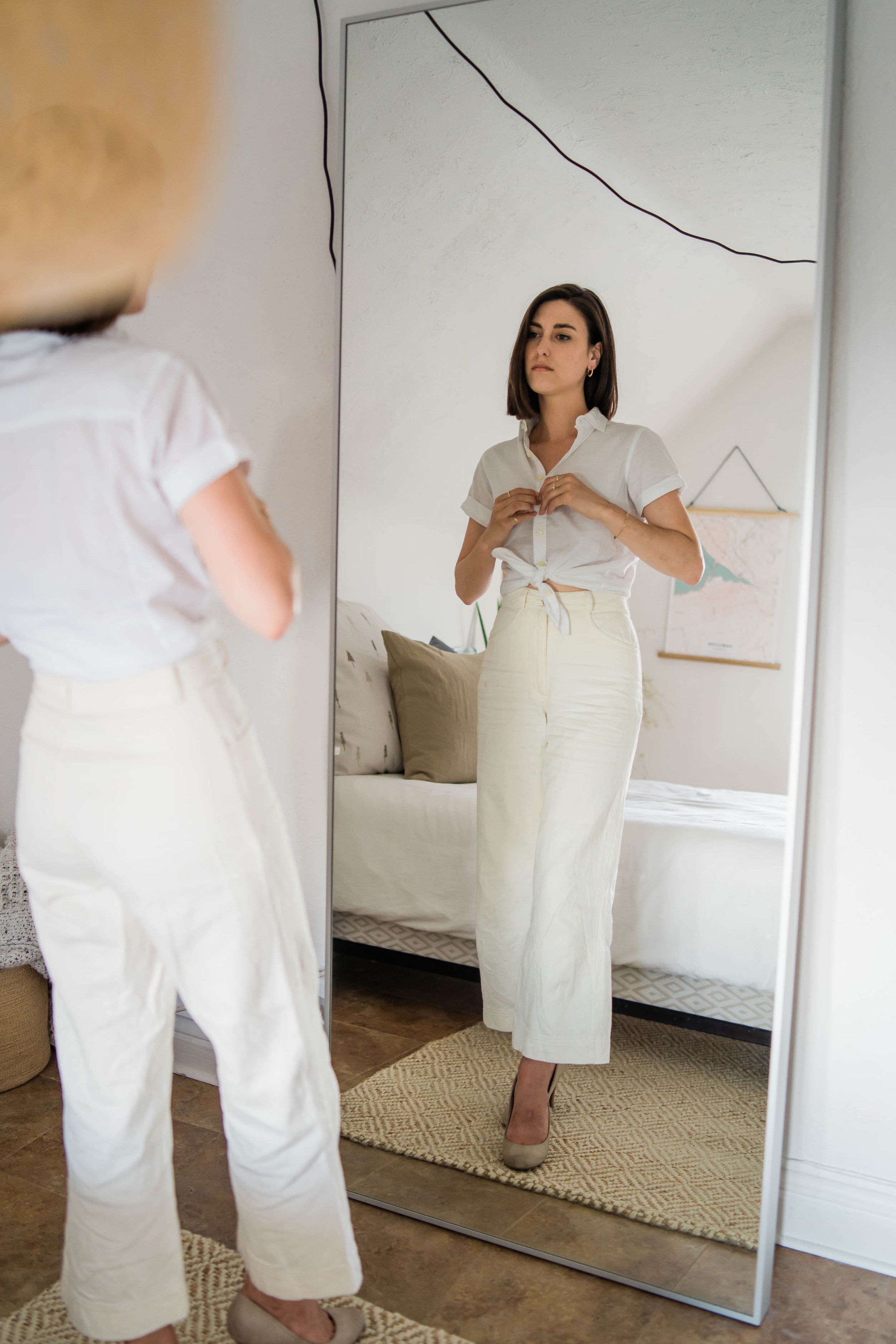 All white work outfit // A Week Of Easygoing & Classic Outfits With Sara Brown From Petra Alexandra on The Good Trade
