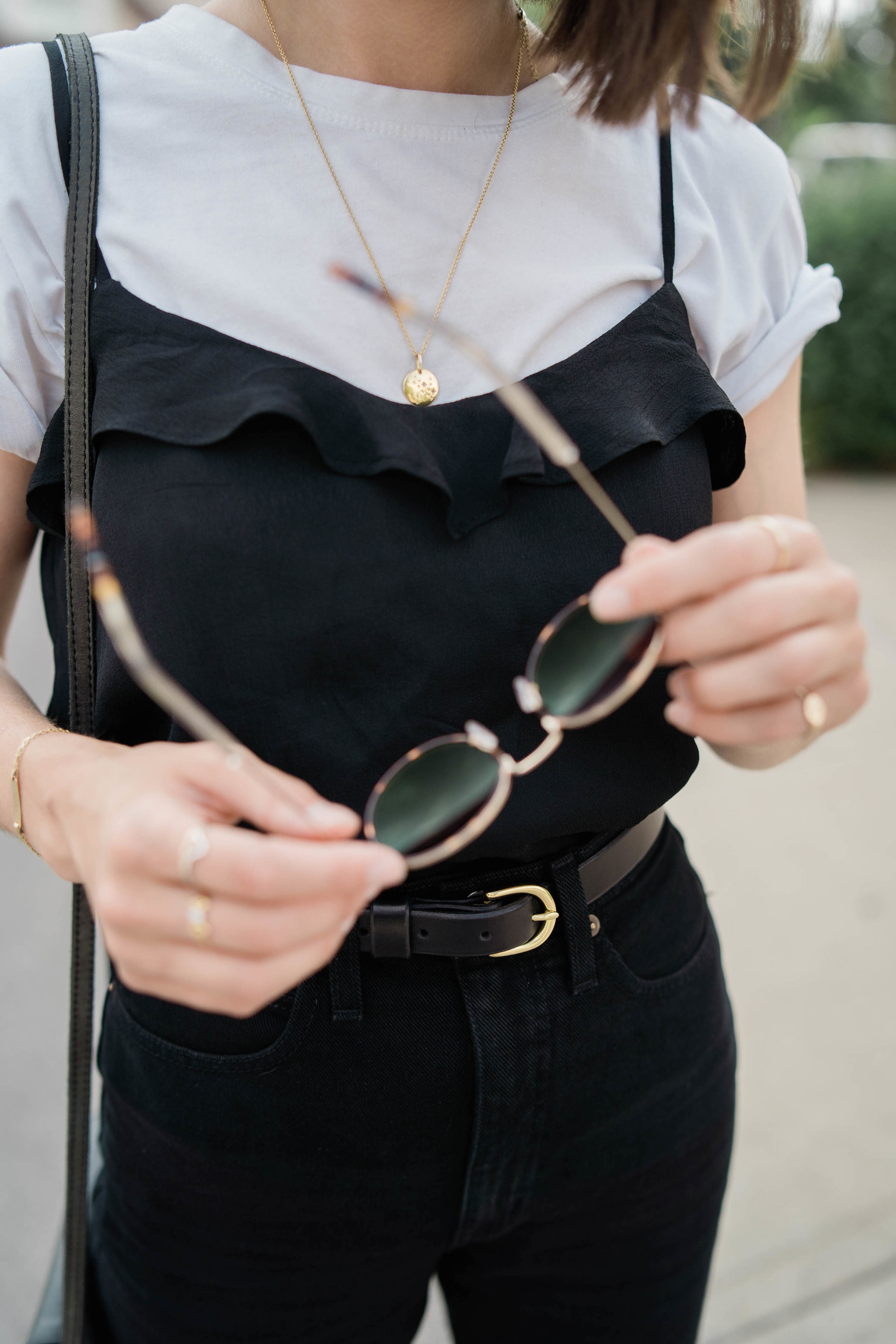 Black and white minimalist outfit // A Week Of Easygoing & Classic Outfits With Sara Brown From Petra Alexandra on The Good Trade