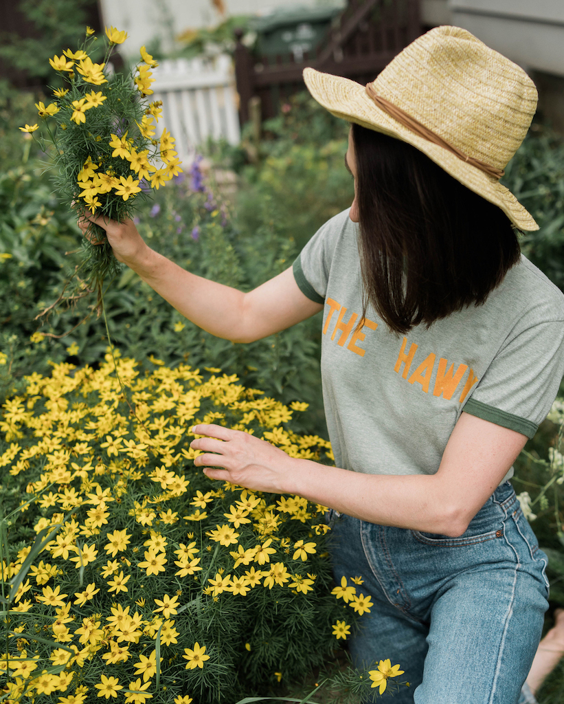 Weekend gardening outfit // A Week Of Easygoing & Classic Outfits With Sara Brown From Petra Alexandra on The Good Trade