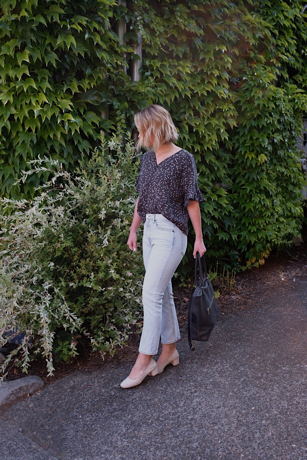 Capsule wardrobe inspiration // A Week Of Minimalist Travel Outfits With Ellie Hughes From Selflessly Styled on The Good Trade