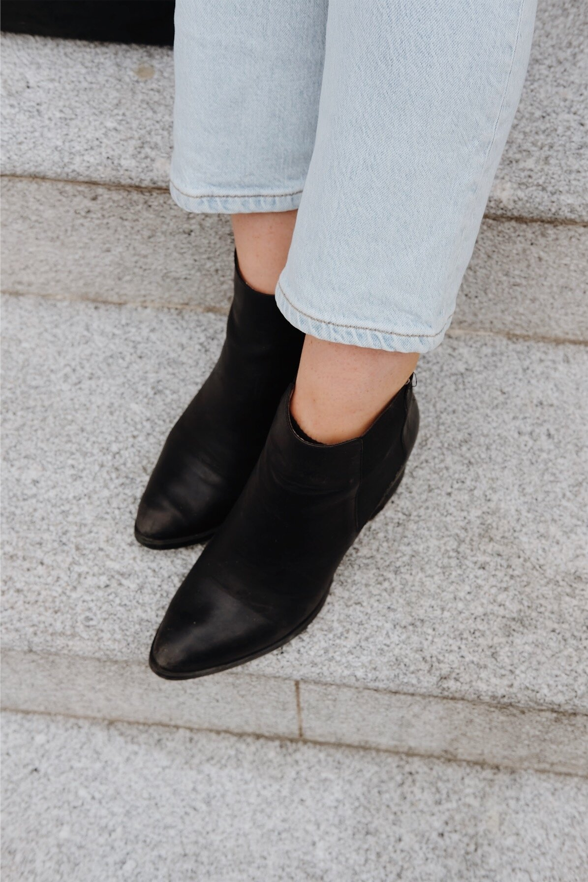 Travel-friendly boots // A Week Of Minimalist Travel Outfits With Ellie Hughes From Selflessly Styled on The Good Trade