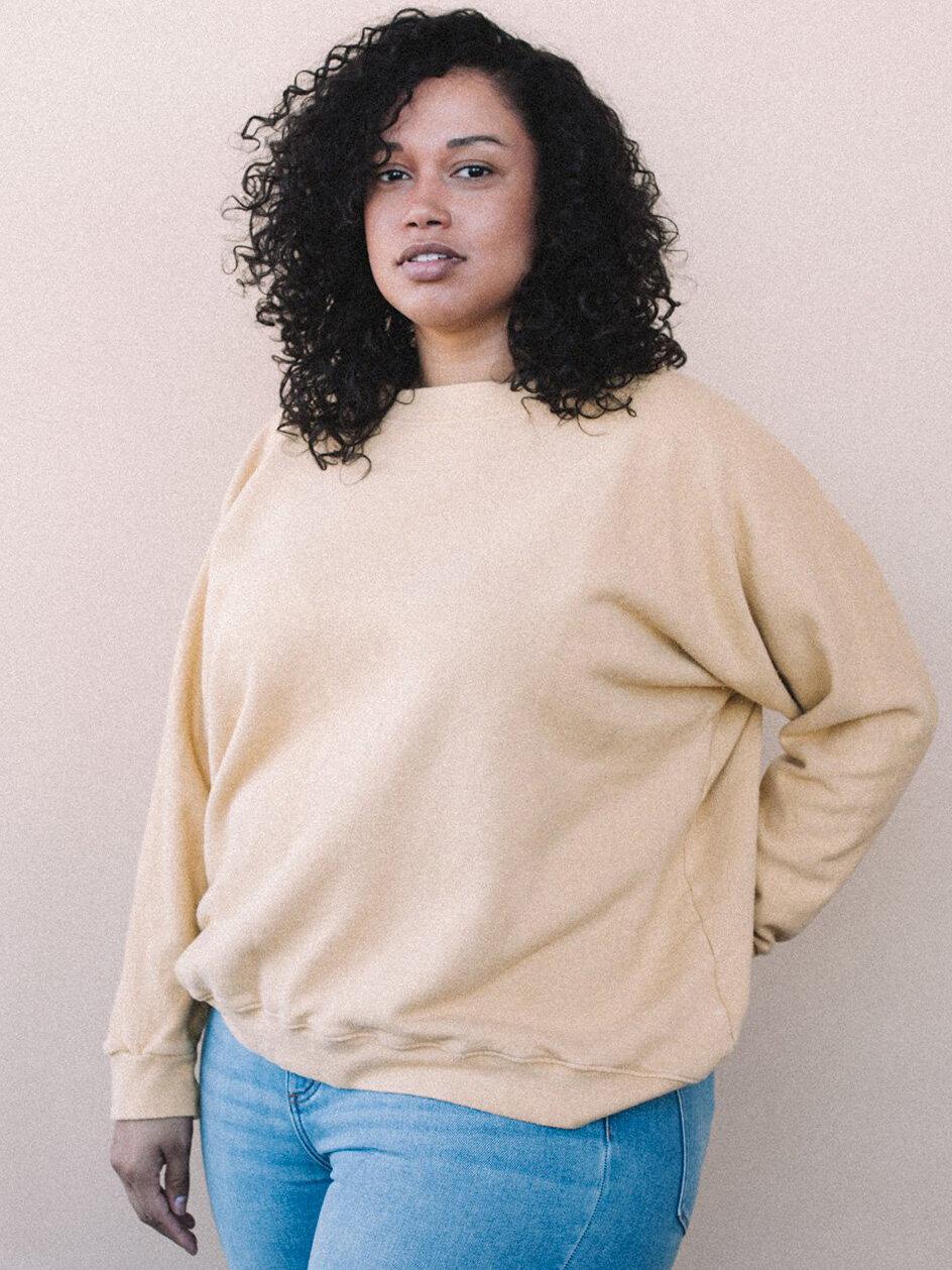 6 Aliya-Wanek-sweatshirt-spring-capsule-wardrobe.jpeg