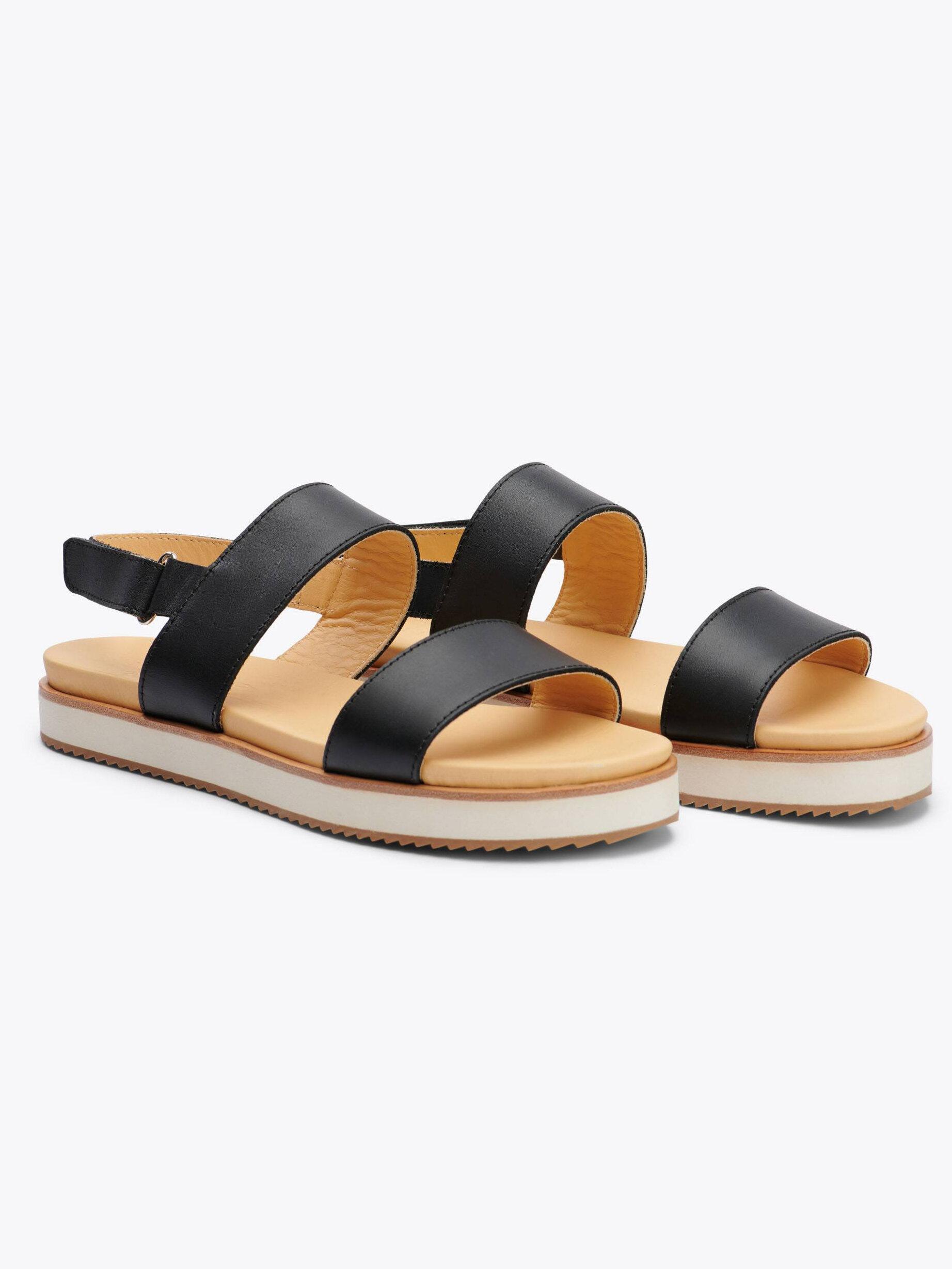 19 Nisolo-sandals-spring-capsule-wardrobe.jpeg