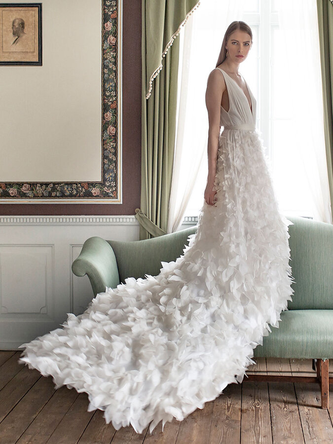 15 Sustainable Eco Friendly Wedding Dresses You Ll Love Saying Yes To