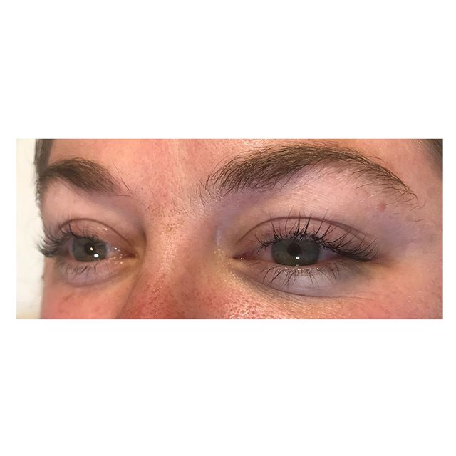 This girl has some seriously long lashes that look crazy good with a lift and tint! Swipe to see the before! 😘😘😘 . . . . . . . . . #LashLift #SkinCareHillsboro #goodskin #browWaxHillsboro #NaturalBrows #AntiAging #Facial #SerendipitySpaNW #pnw #hillsborowaxing #Tanasbourne #orenco #orencostation #Reedville #HillsboroOregon #BrowTint #LashLiftHillsboro #WaxingHillsboro #FacialHillsboro #elleebana #naturallashes #EstheticianKatieLytle  #MOBNW