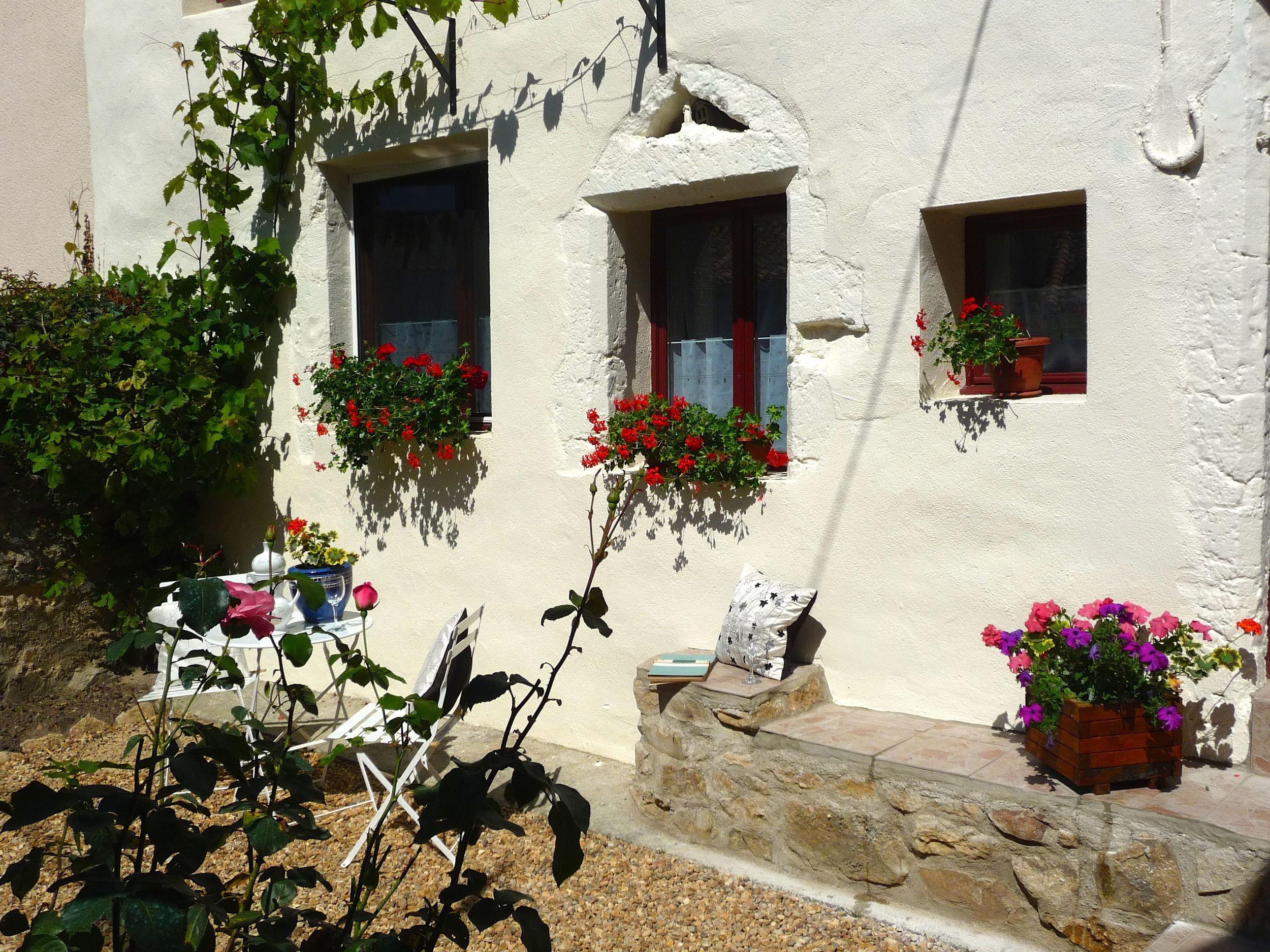 Front garden of Maison de Maurice