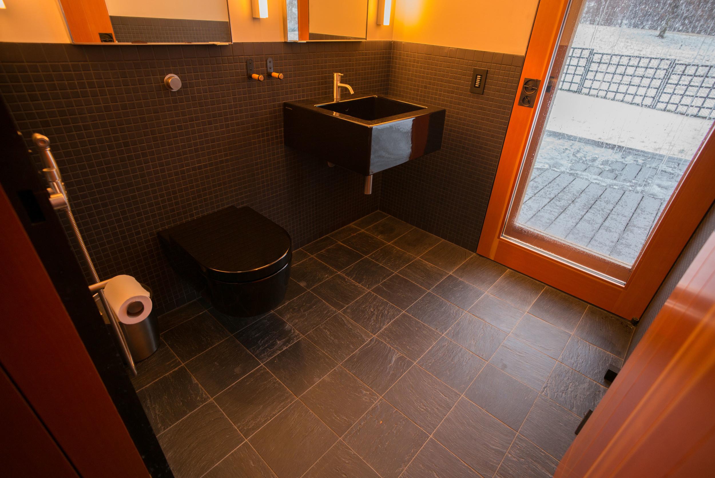 poolhouse - bathroom.jpg