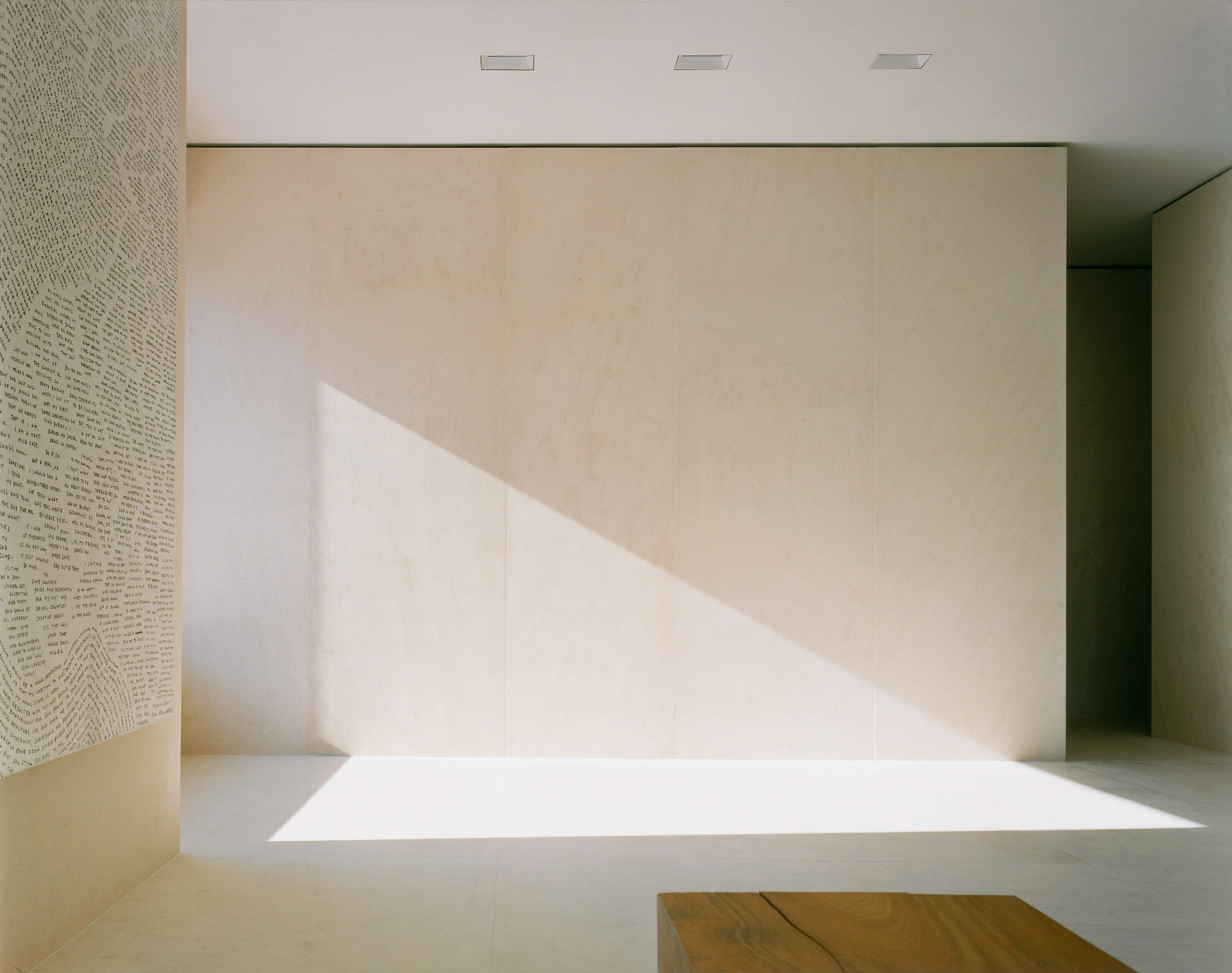 Gallery floors and walls in slabs of limestone