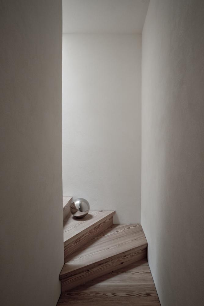 stair.ball.jpg