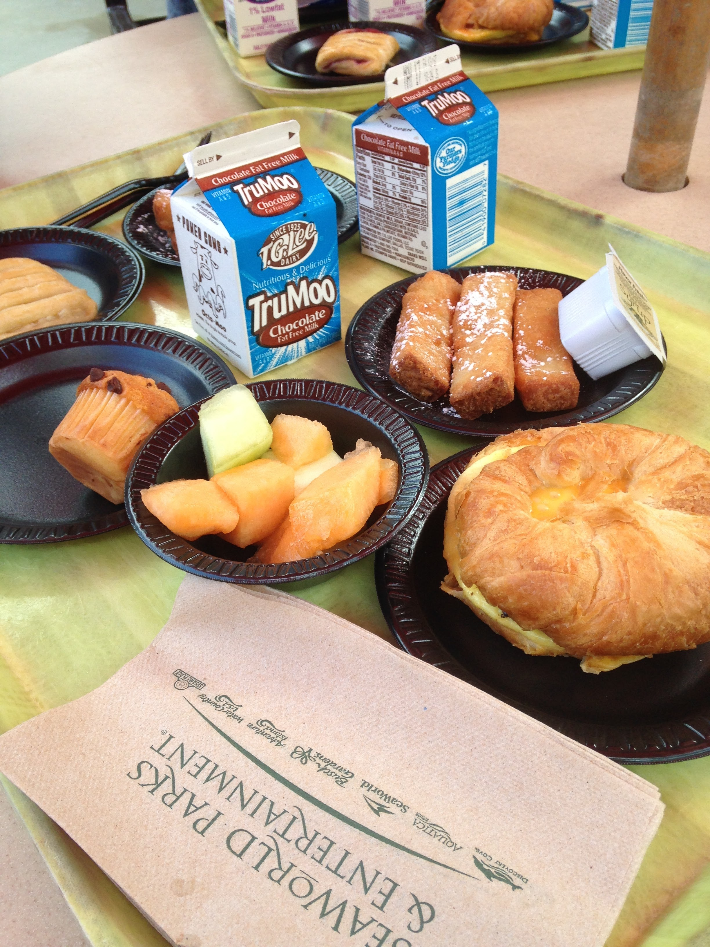Discovery-Cove-Breakfast.jpg