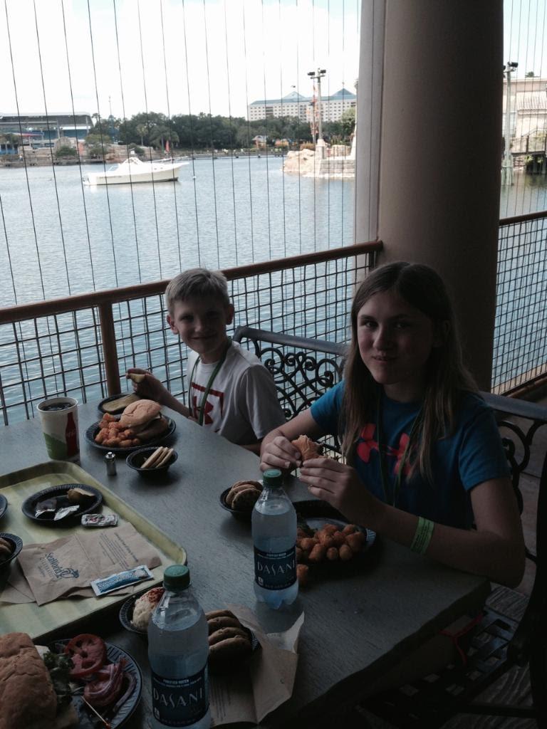 SeaWorld-Ashlee-Hunter-Eating.jpg