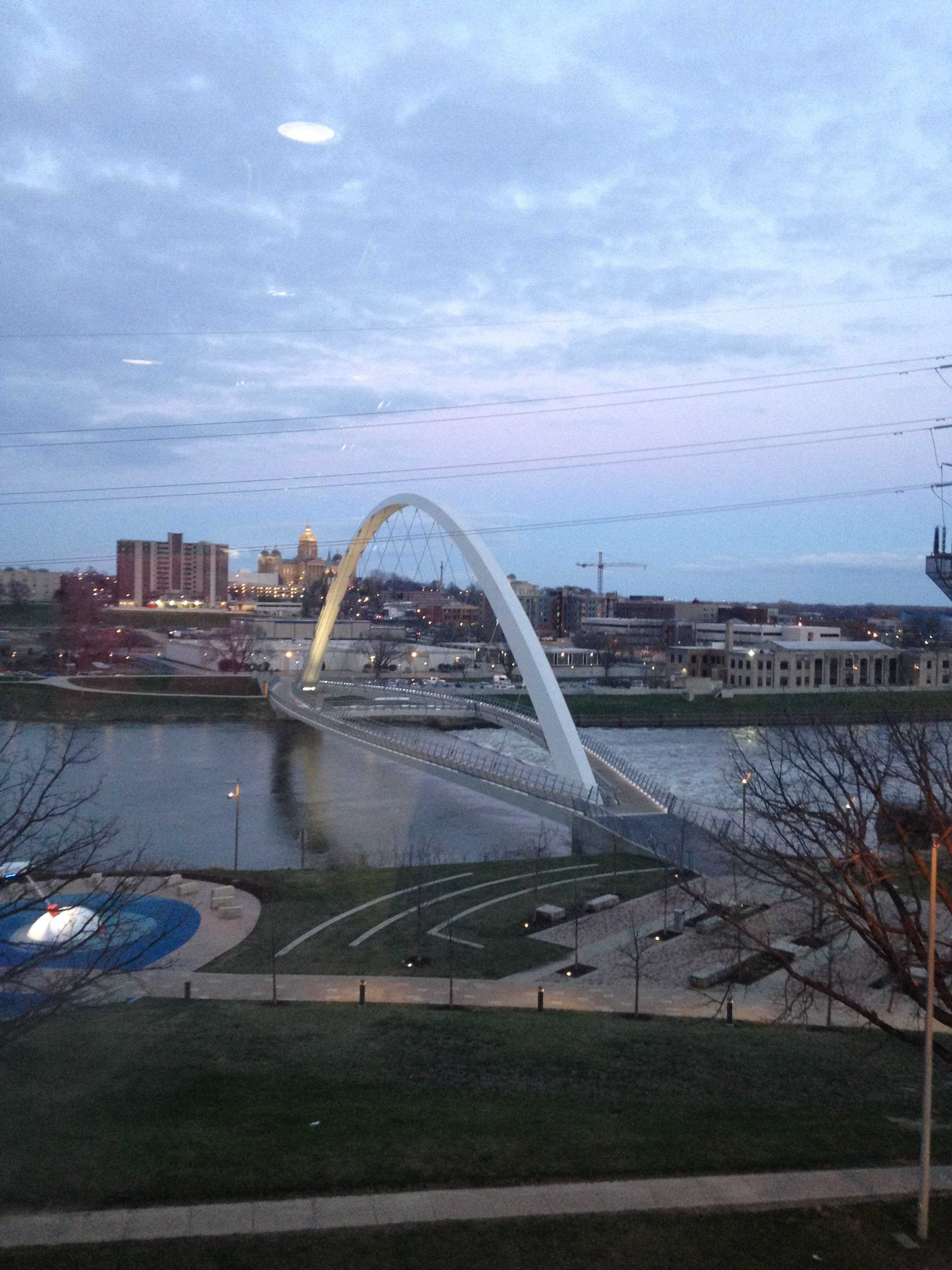 Des-Moines-Arch-and-River.jpg