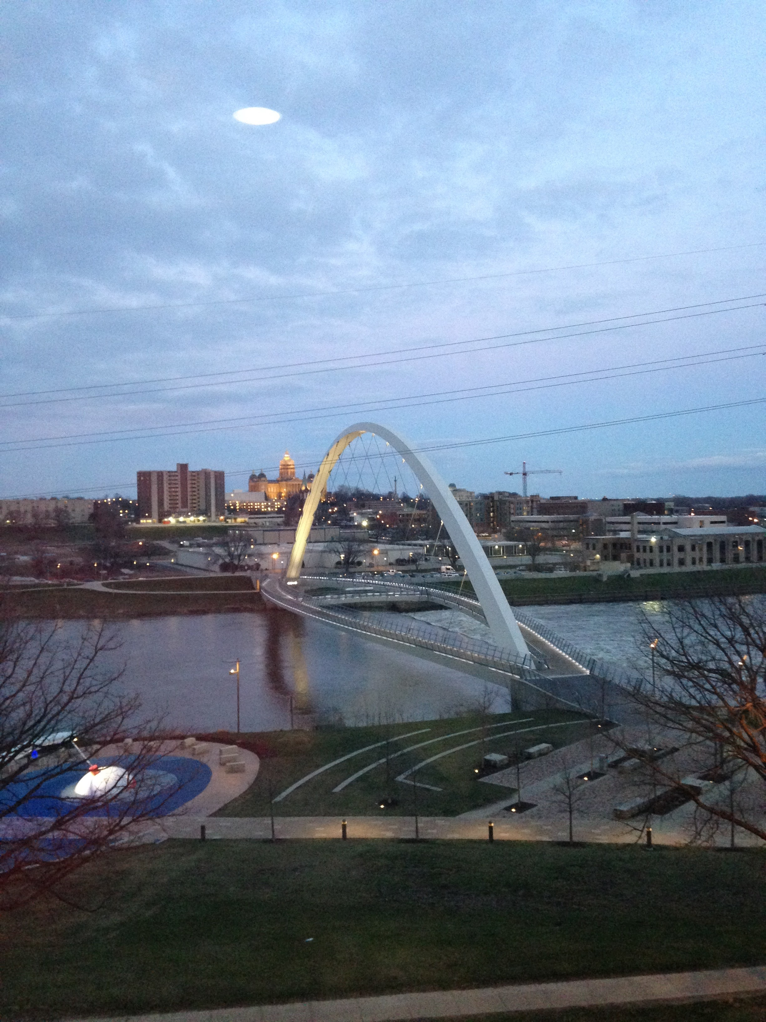 Des-Moines-Arch-and-River-Bright.jpg