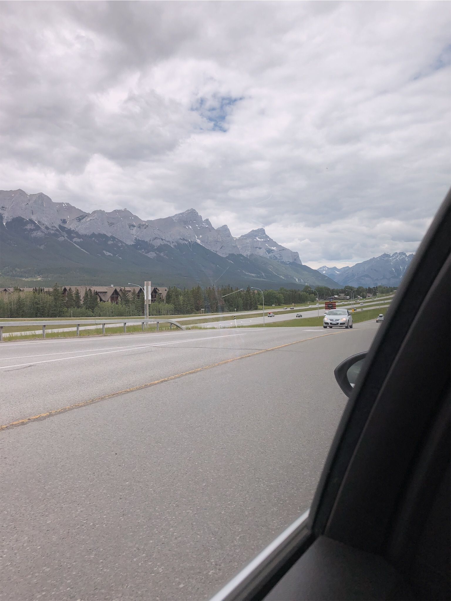 banff-mountains.jpg