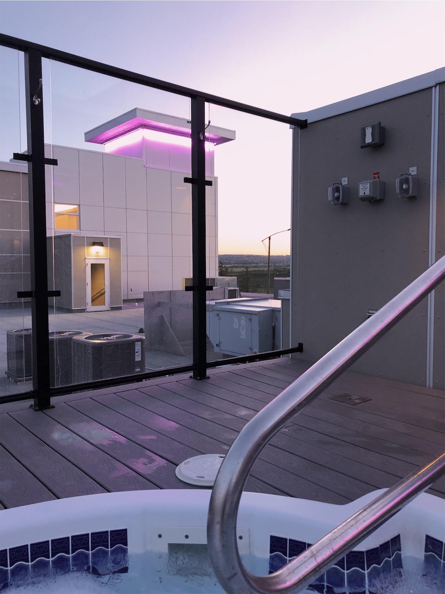 hotel-clique-rooftop-hot-tub.jpg