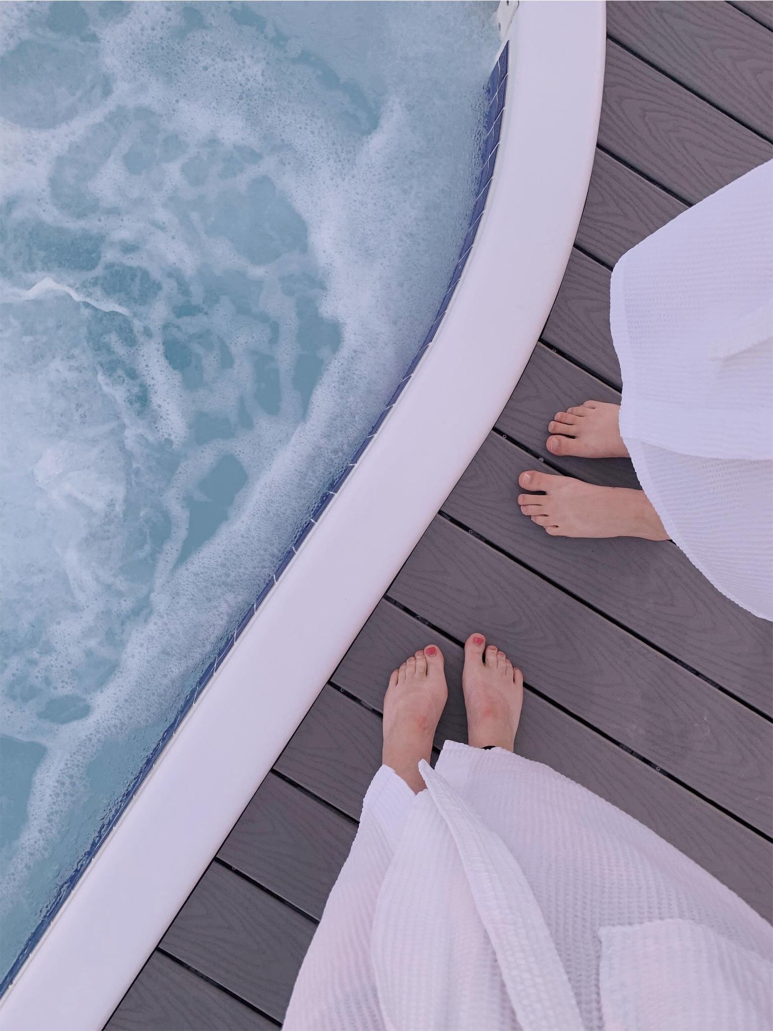 hotel-clique-hot-tub.jpg