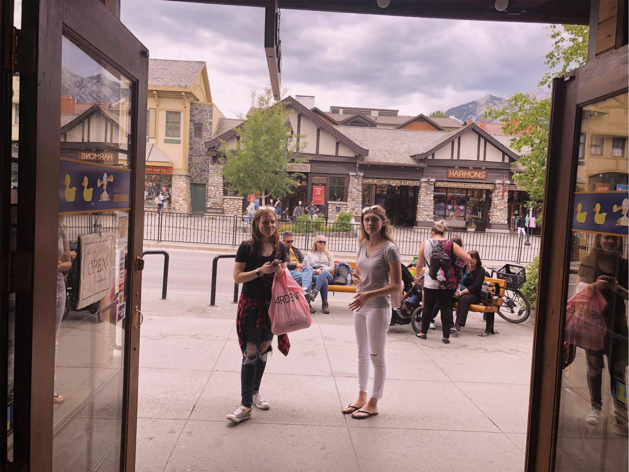 ashlee-kirsten-downtown-banff.jpg