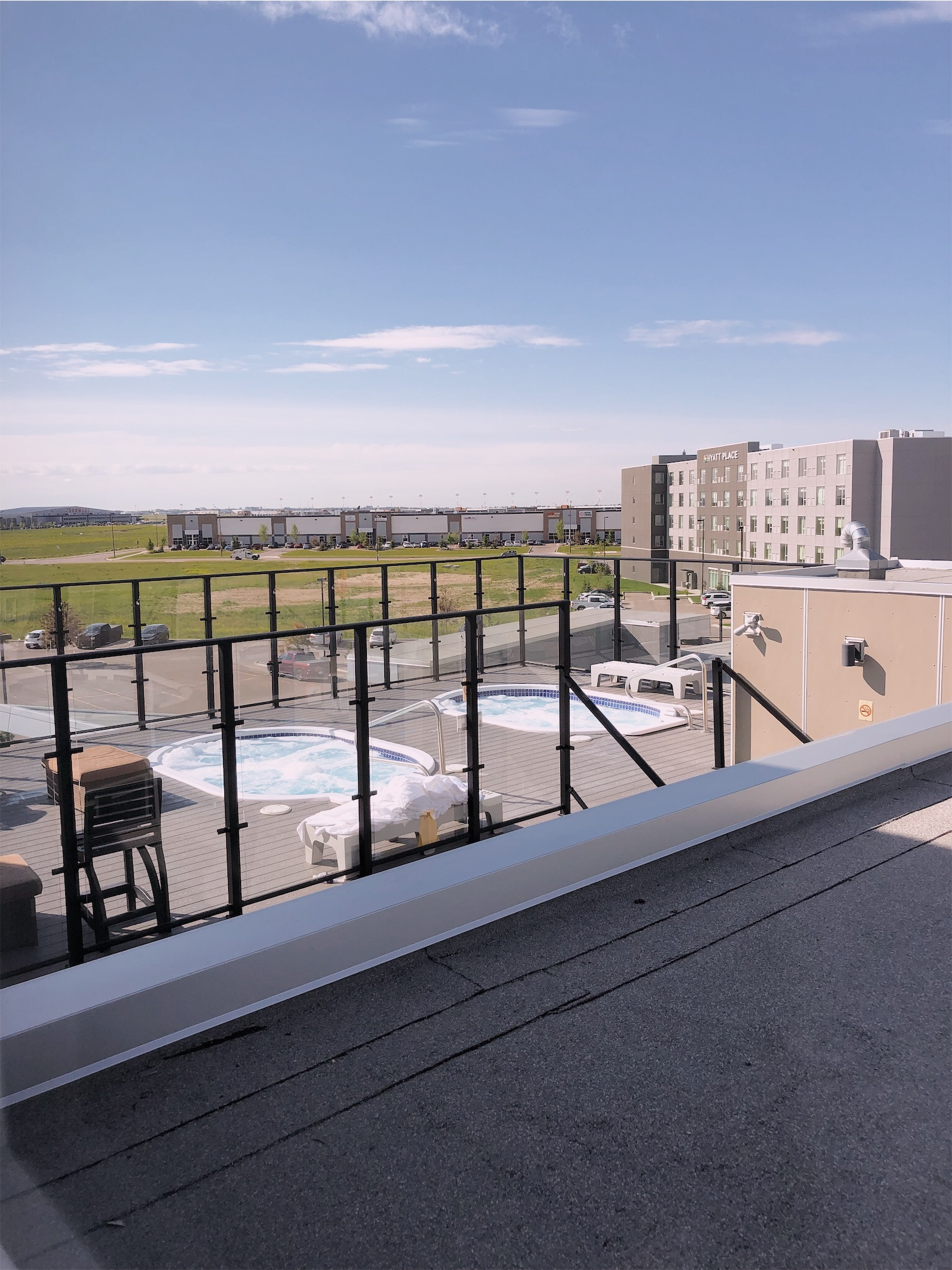 hotel-clique-calgary-rooftop-hot-tubs.jpg