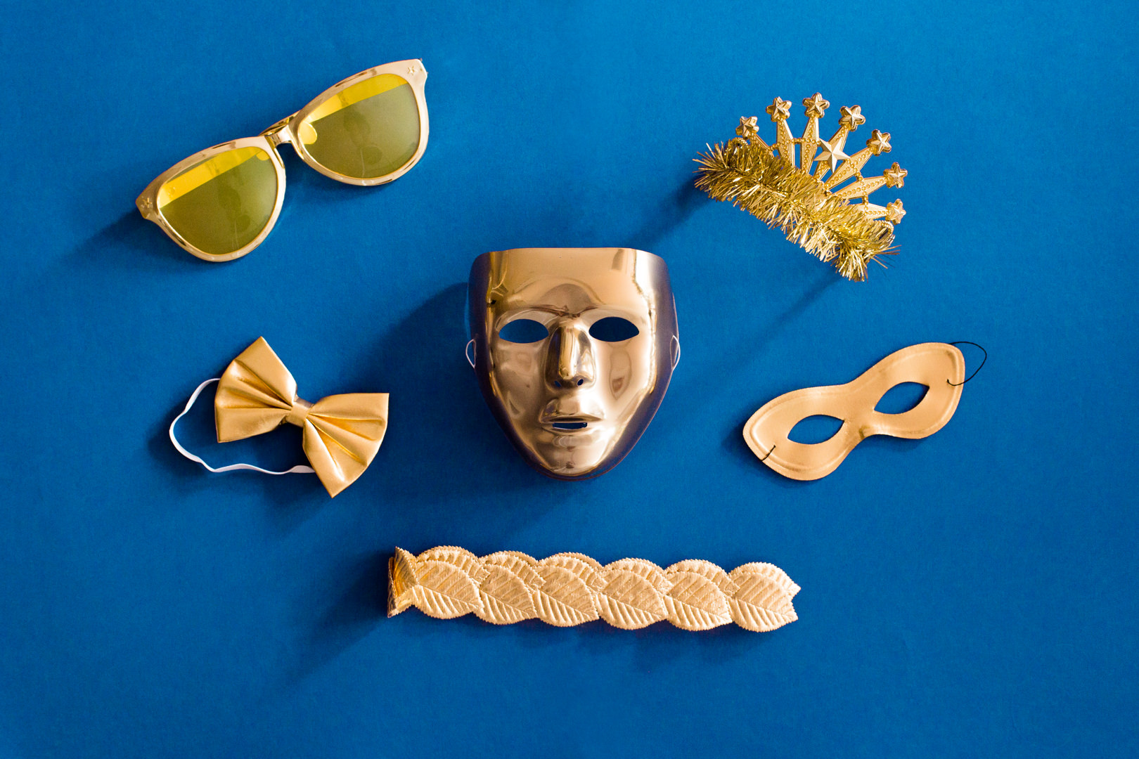 GOLD PROP KIT - Keep your heels, head & standards high ... or just wear Gold!*Subject to availability