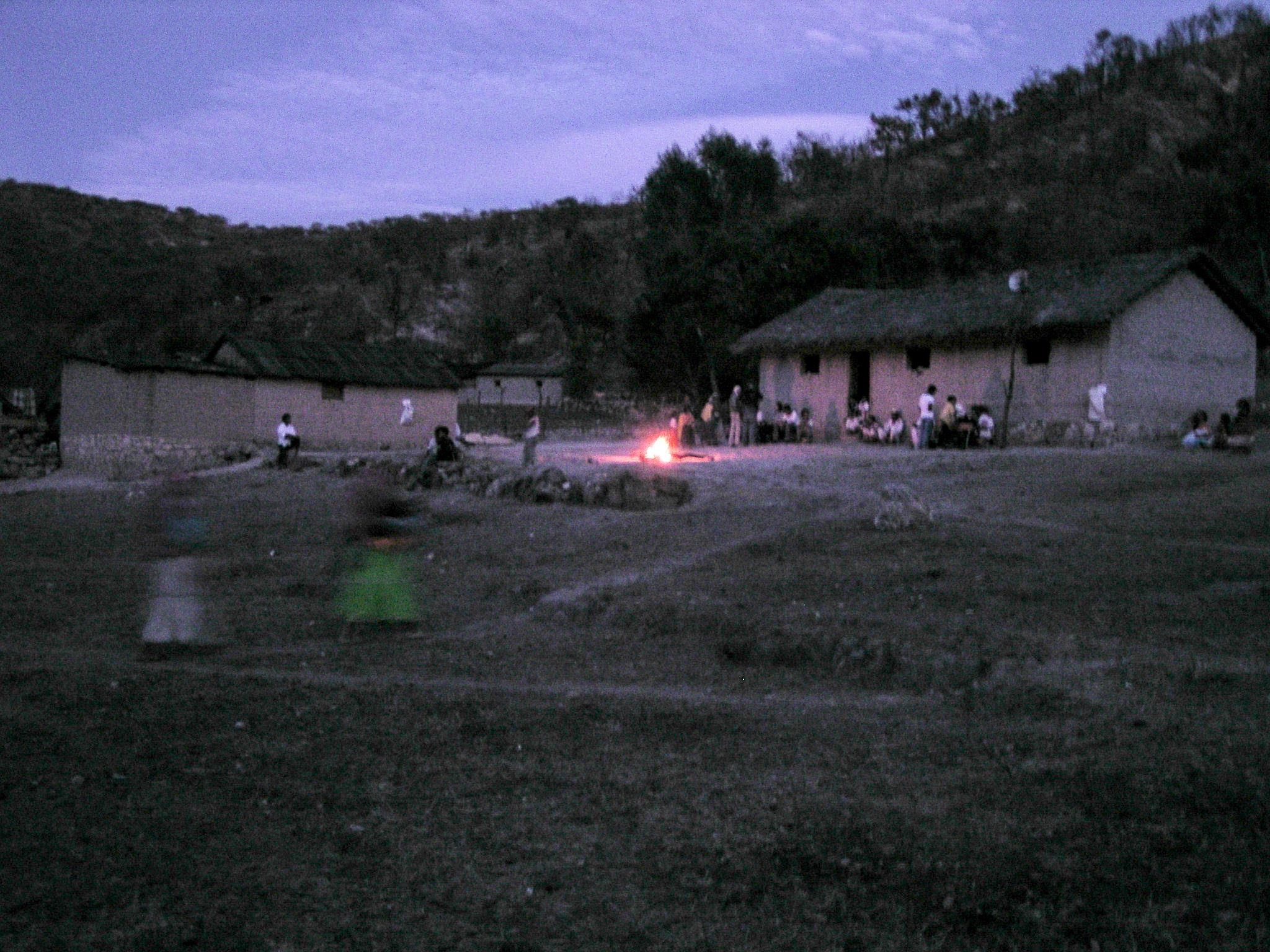 Akaretsí at sundown