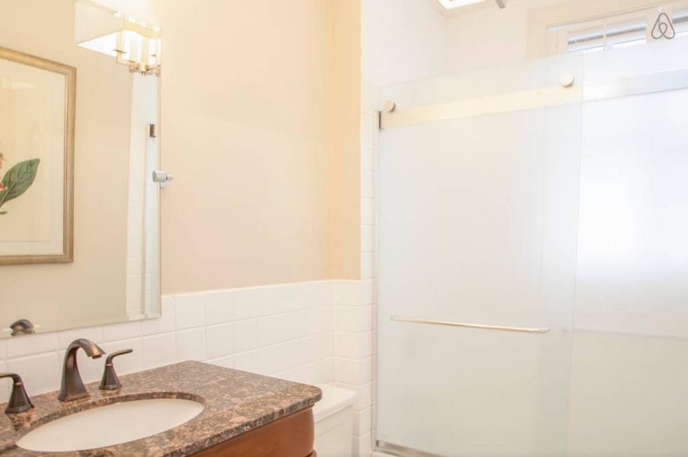 CH2_Lower_Bathroom_1_airbnb.png