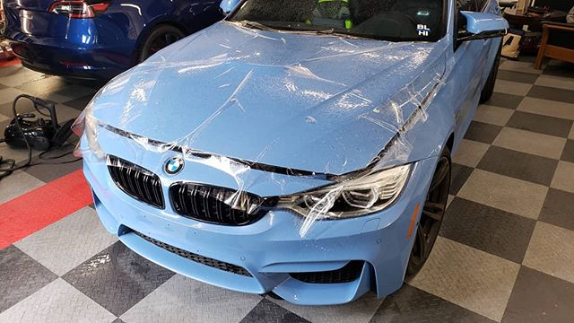 XPEL going down on my lil bro @eddiewent #F80 #BMW #M3 Finishing touches included small accent wrapped pieces such as mirrors done up with @metrorestyling Nemesis gloss carbon fiber. Super close to the OEM roof and is the only carbon fiber we stock.  #xpelhawaii #paintisdead #elitewrappers #metrorestyling #kingsofvinyl #wrappermapper #wrapfolio #thewrapsociety #wraplocal #vinyl #3m #hexis #averydennison #oracal #kpmf #teckwrap #XPEL #fusion #ceramiccoating #tesla #clearbrahawaii #model3 #clearbrahonolulu #xerowraps #paintprotectionfilmhonolulu #paintprotectionfilmhawaii